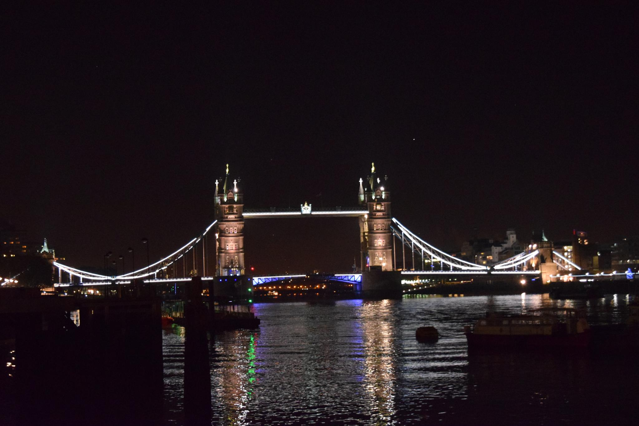 Tower Bridge by Gwynboyo