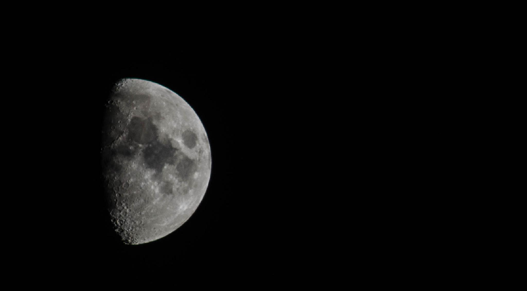 Waxing Gibbous Moon Ascending by nigelkibble2