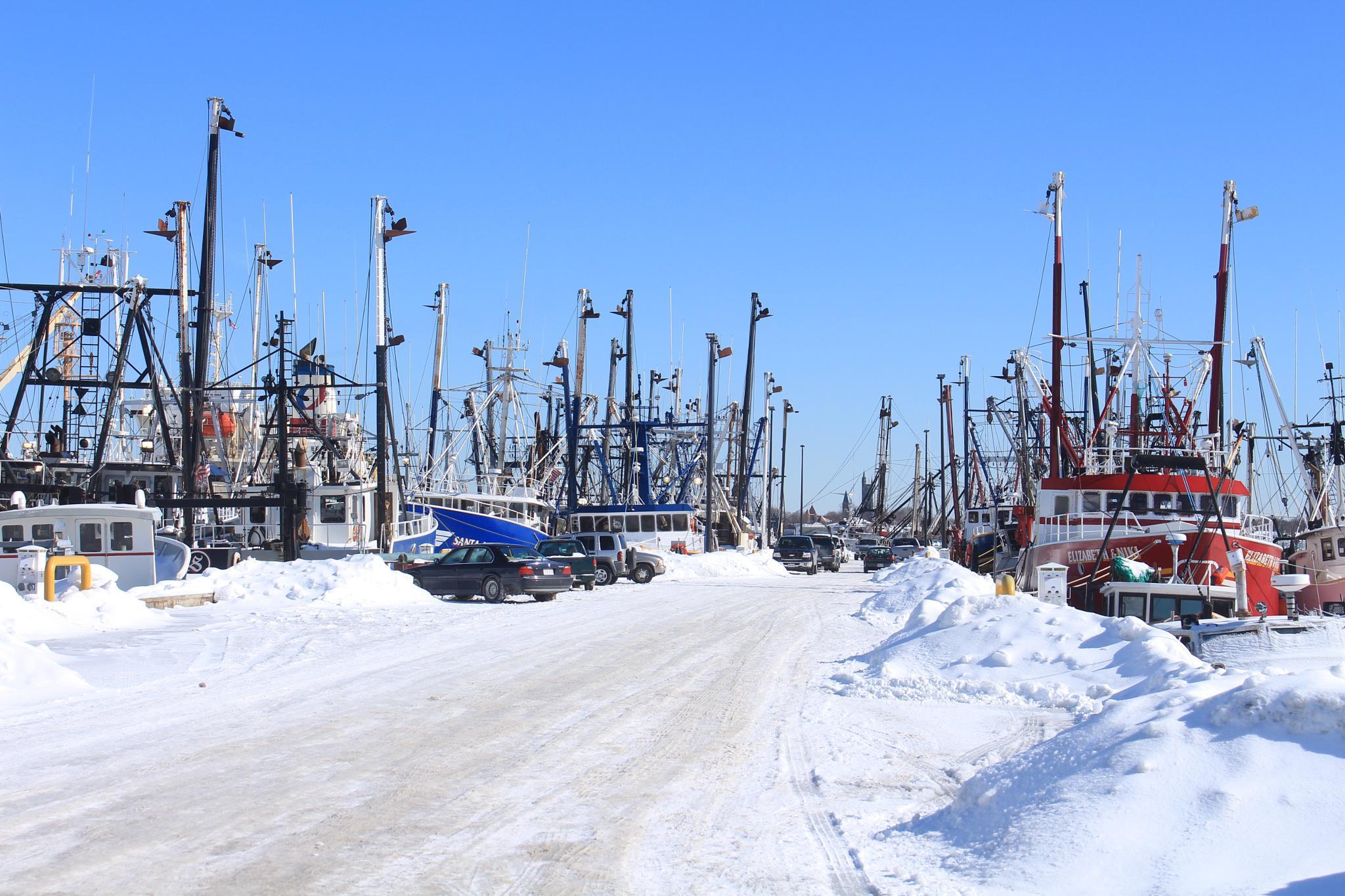 Snow in the port. by prterrero92