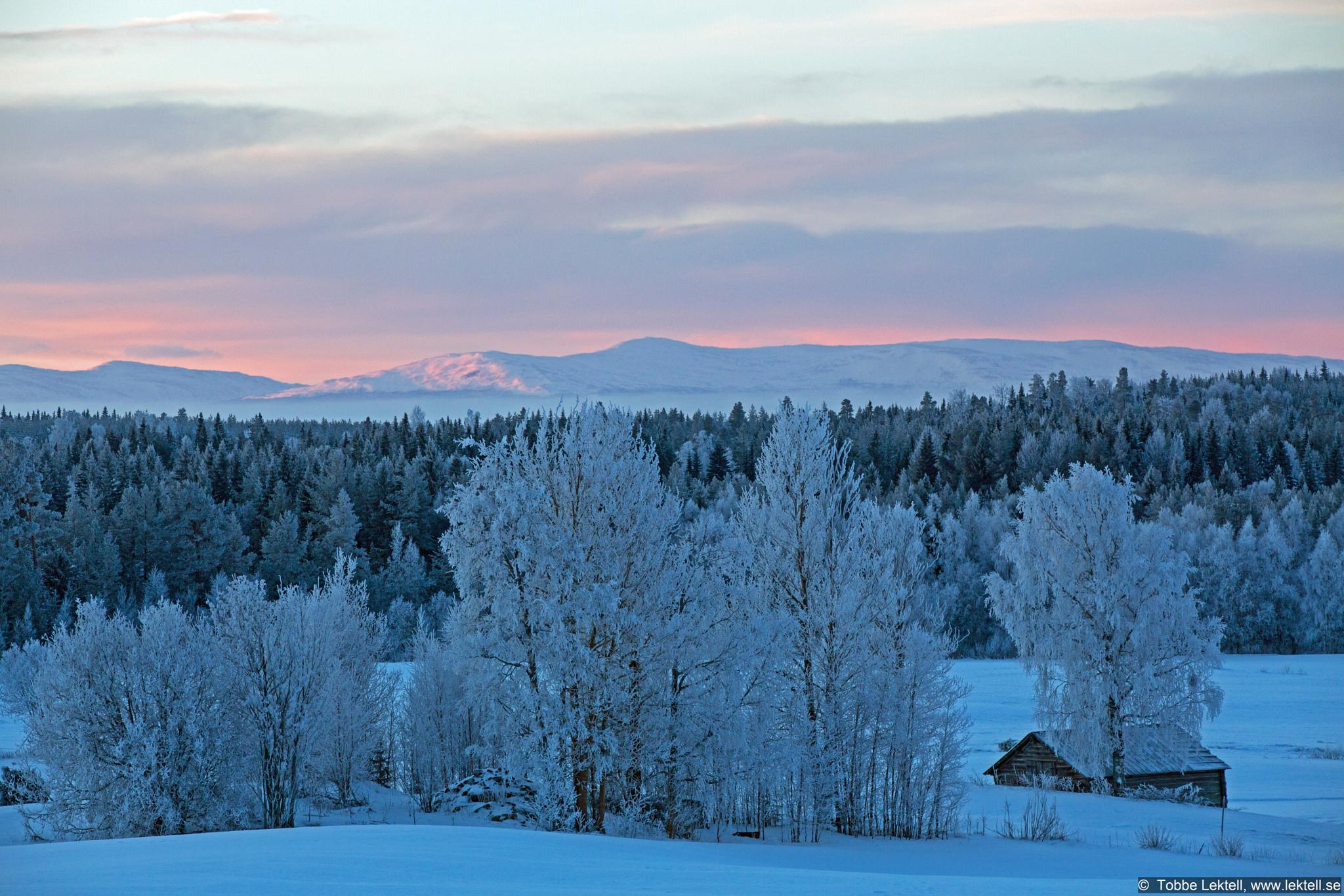 View to a hill by tobbe.lektell