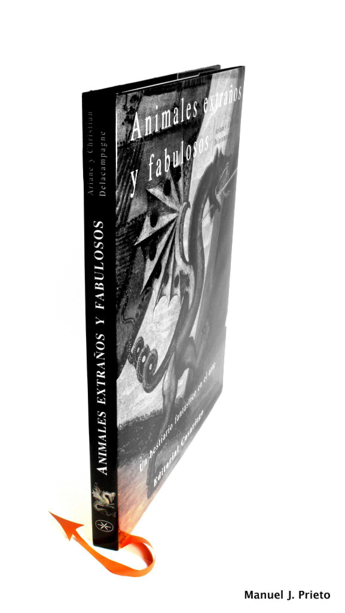 El marca páginas del bestiario by Manuel J. Prieto