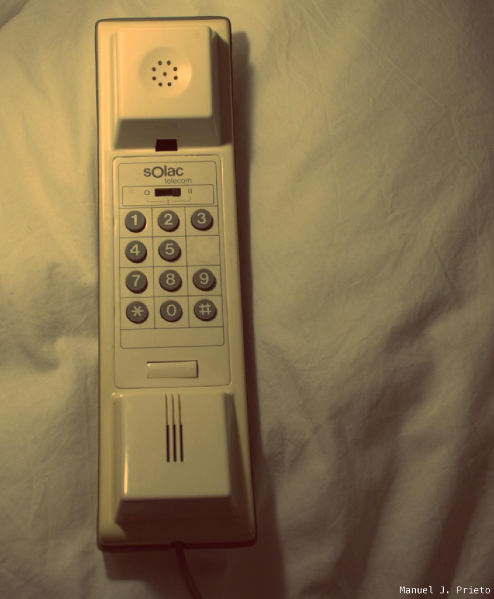 De cuando estaba prohibido llamar móviles by Manuel J. Prieto