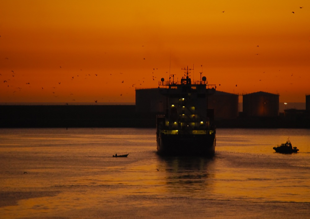 Its time to leave the port by antónio costa