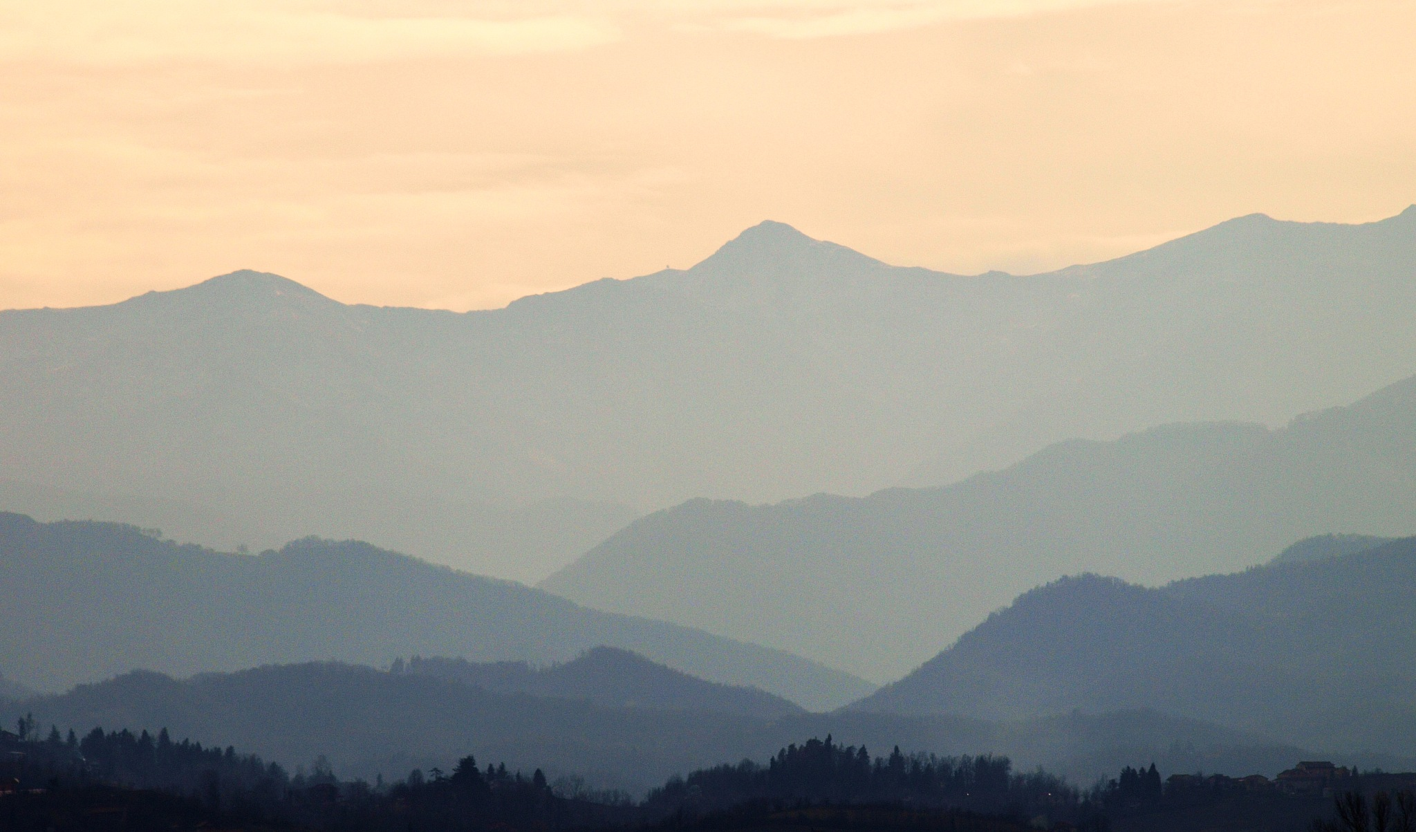 Piemonte mountains  by antónio costa