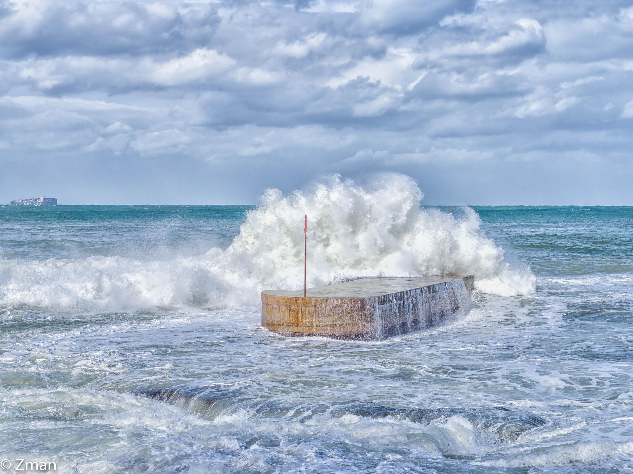 Very Rough Sea by muhammad.nasser.963