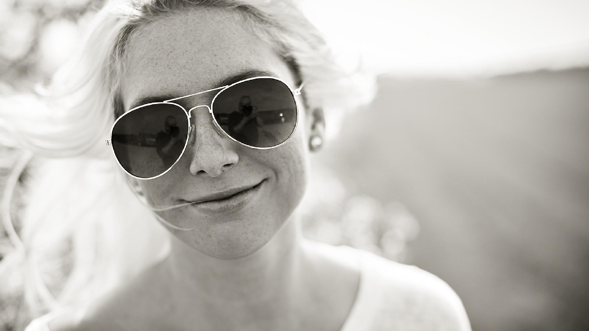 me,mirrored in her sunglasses... by BerndKinghorst