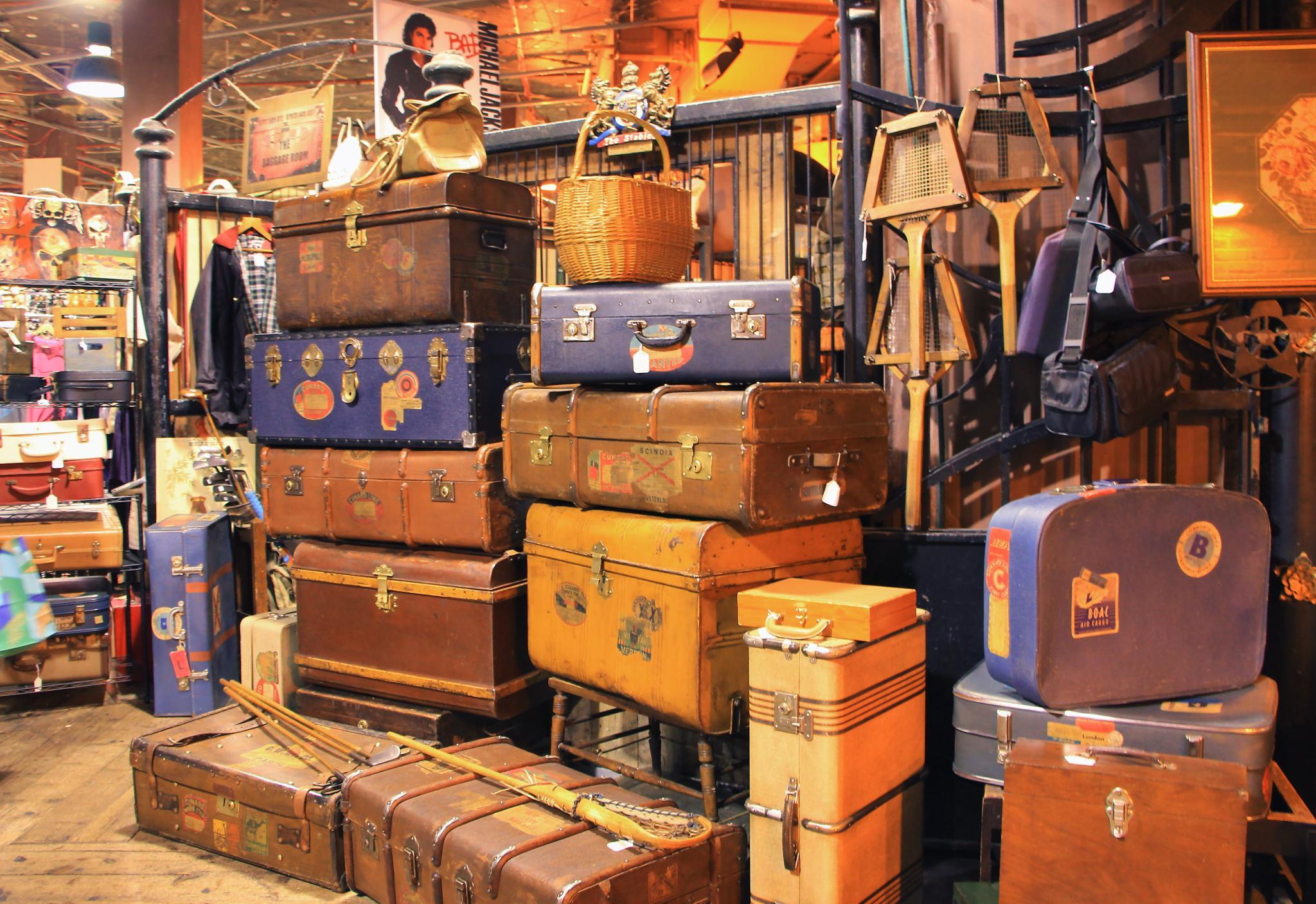 Tante valigie e bauli by Eleonora Ellie Cacciari