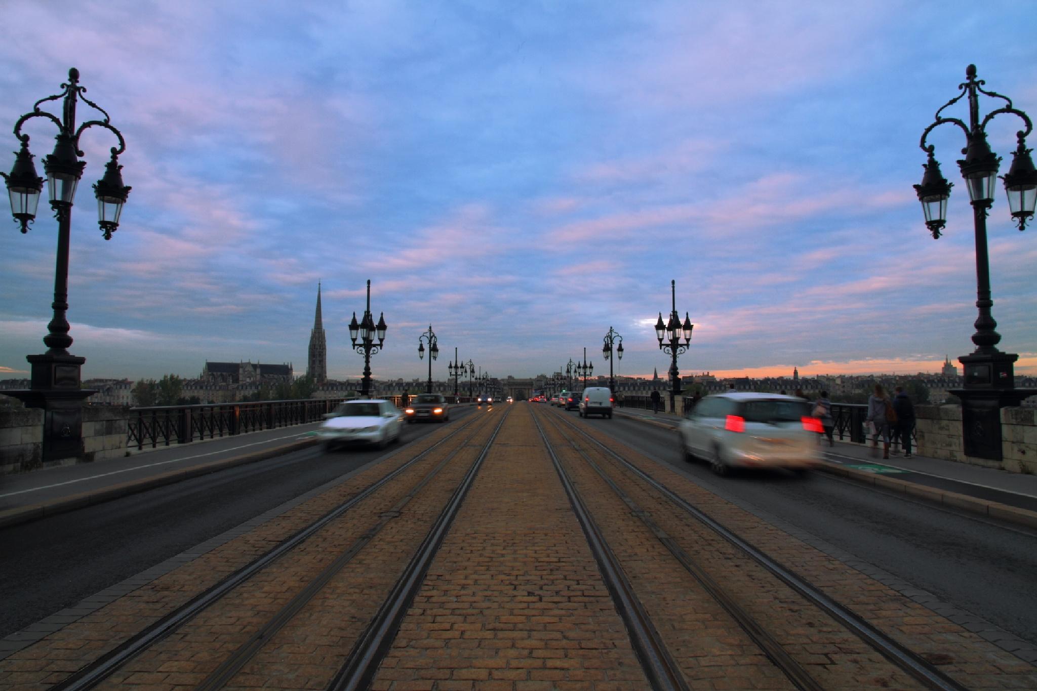 Pont de Pierre in the Morning by takashi.mizoguchi