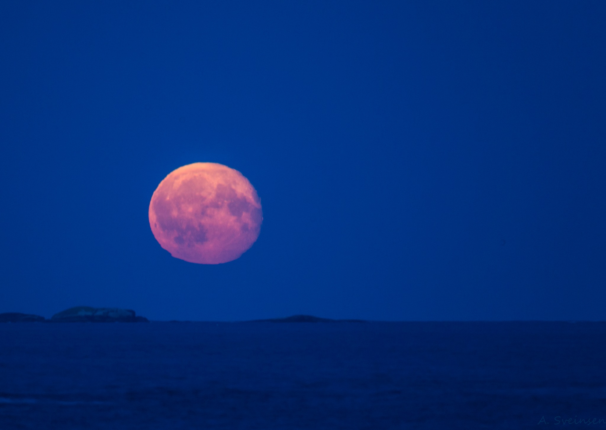 Waning gibbous by sveinsen