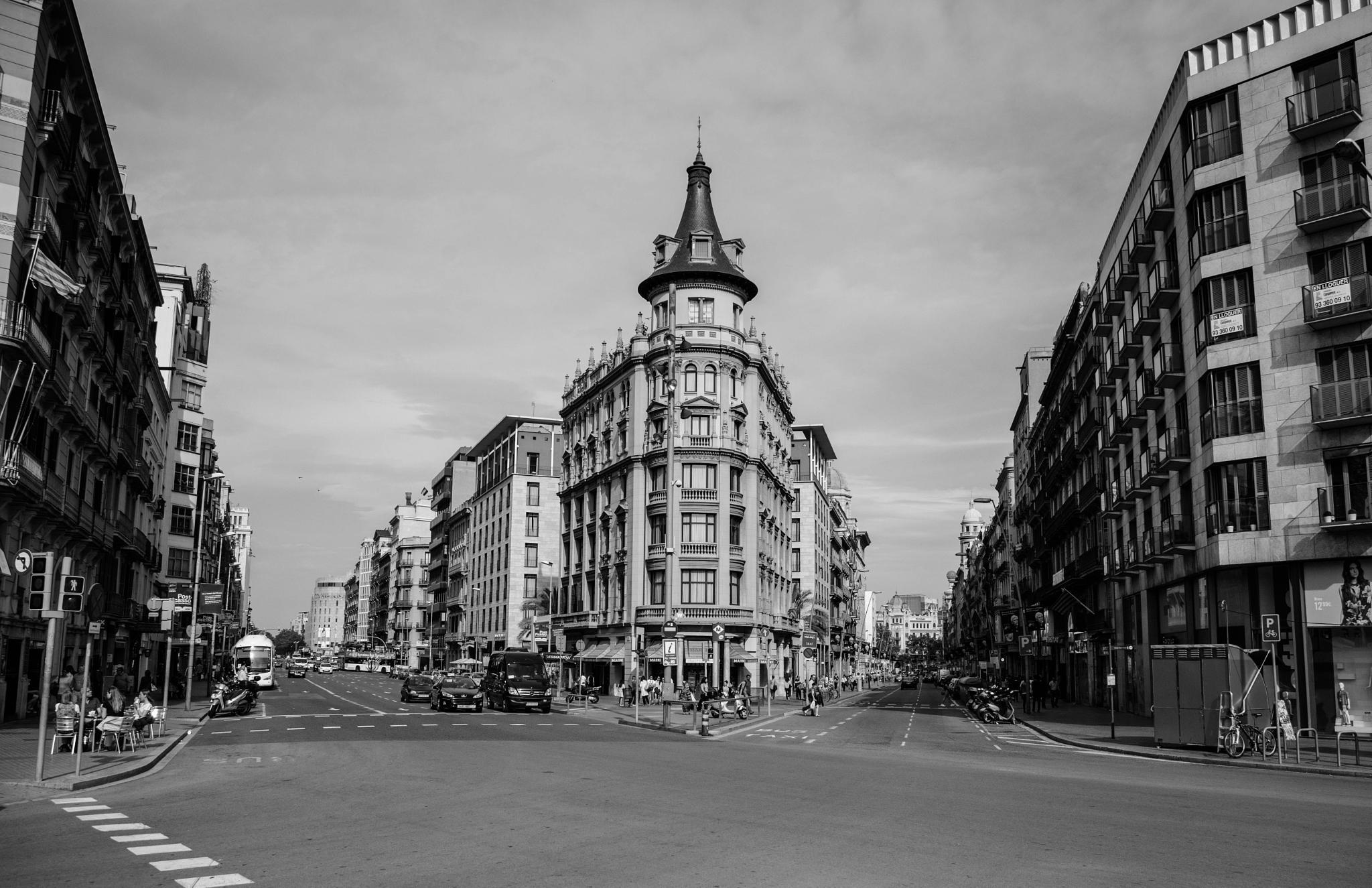Izquierda & Derecha by Jesús González