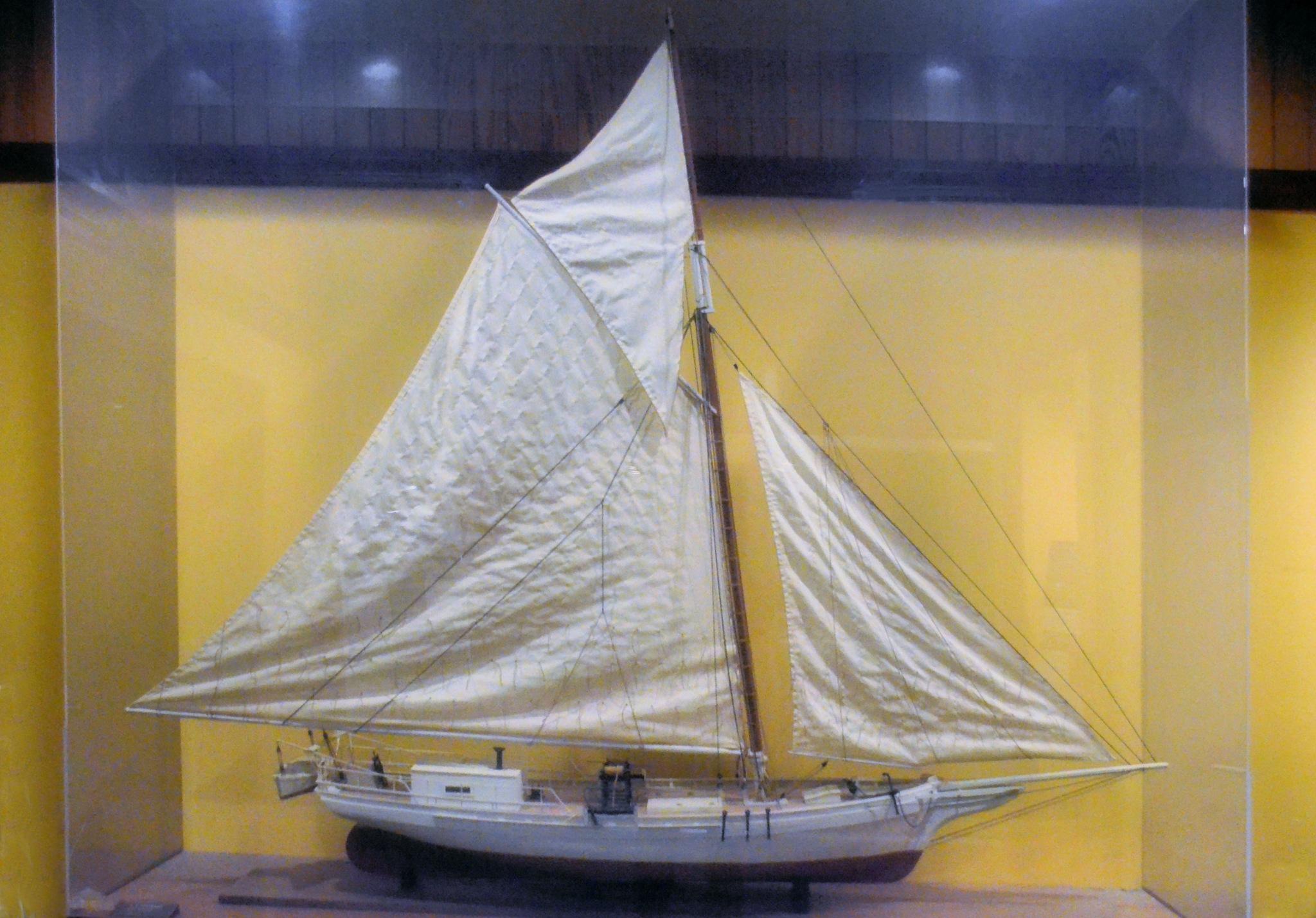 Oyster Boat by JimFleenor