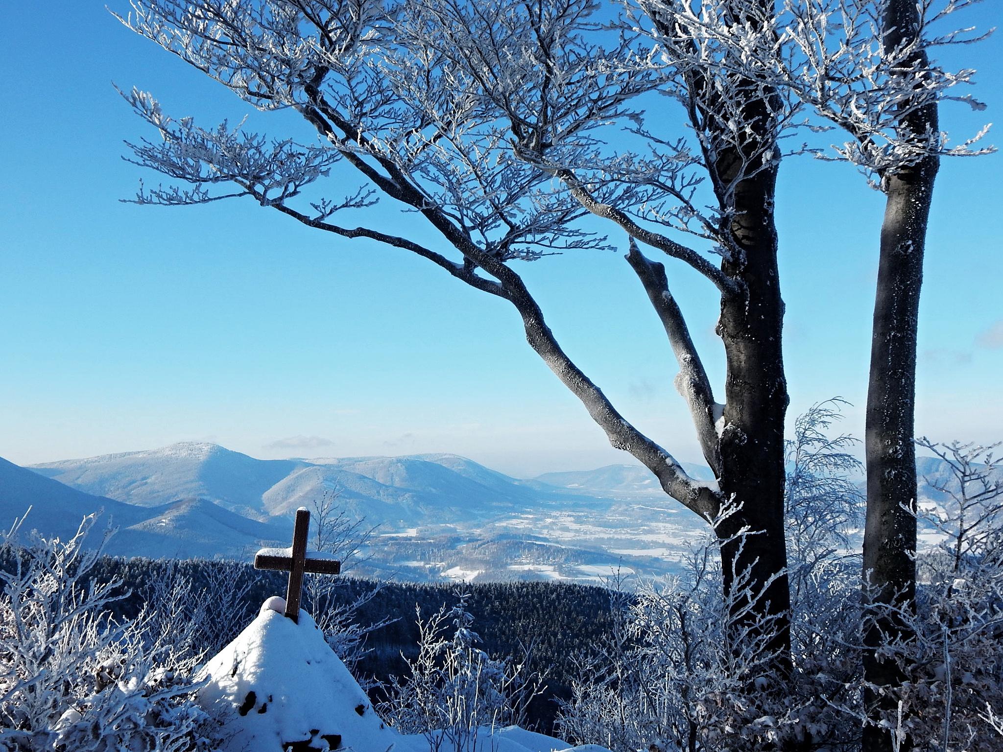 Cross over the mountains by songerekova