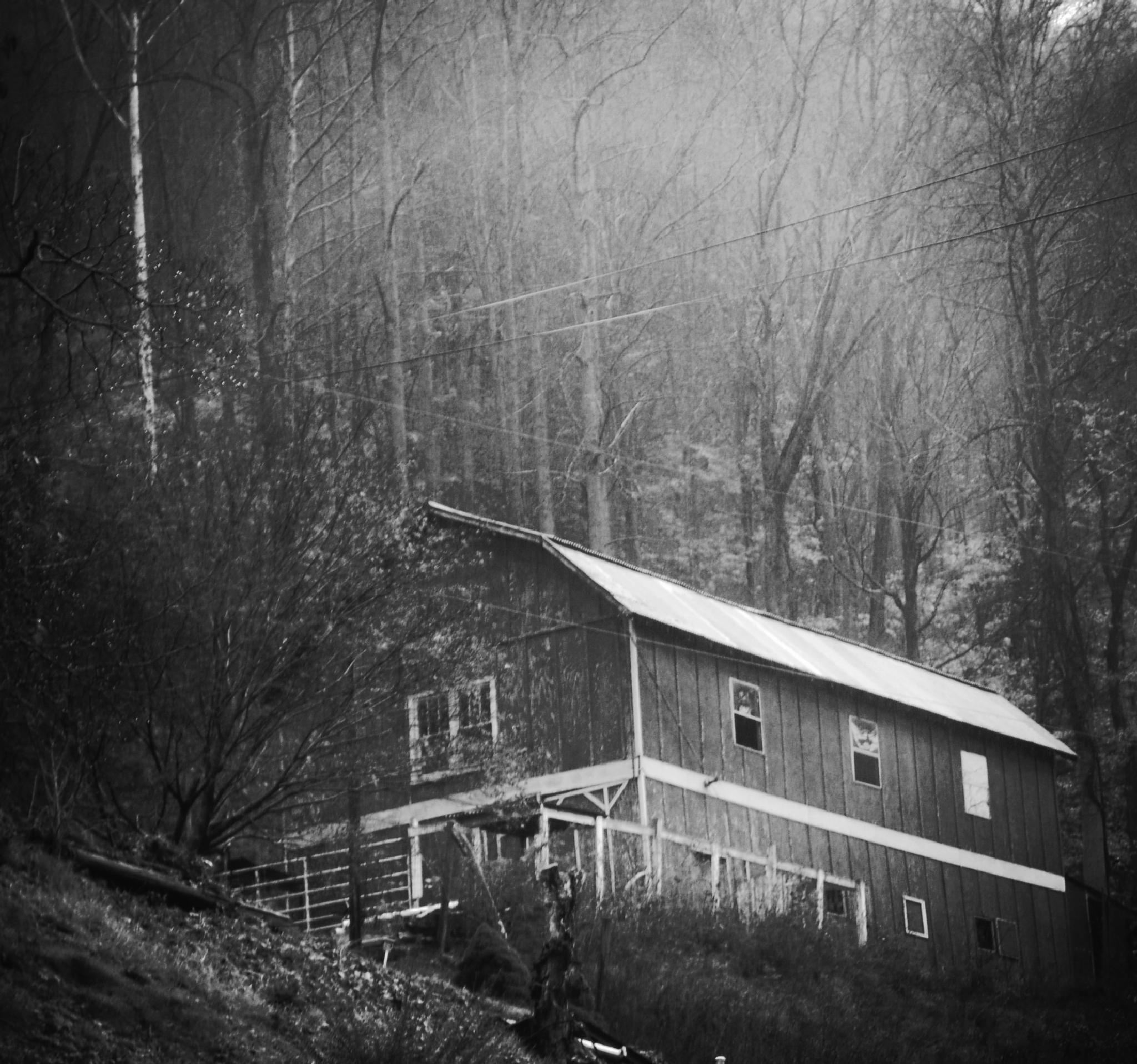 Old Barn by lindandarrell