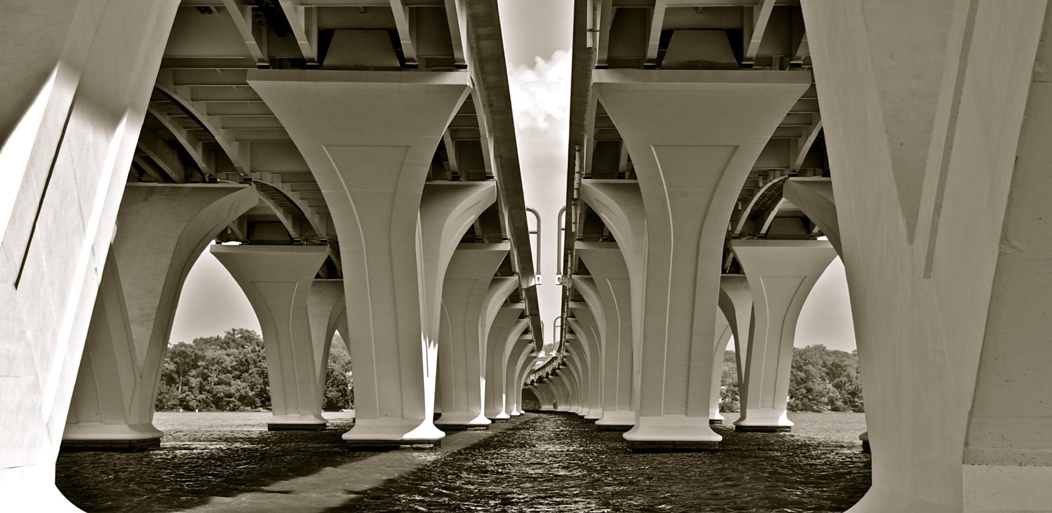 Woodrow Wilson Bridge near Washington DC by munacra