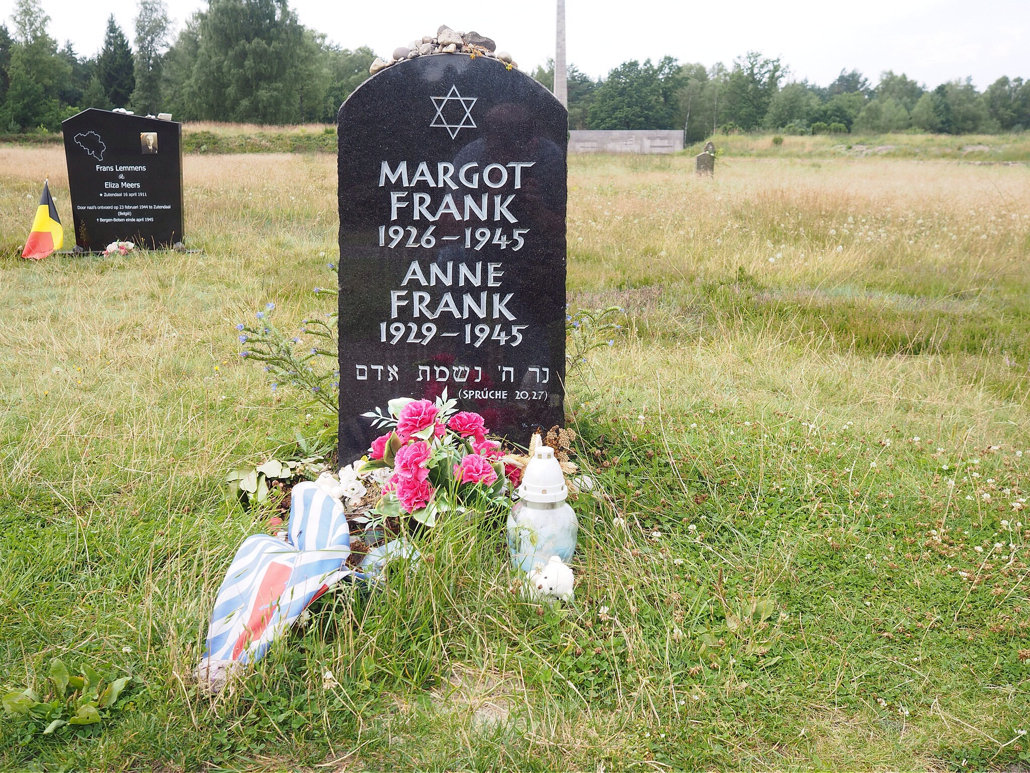 Monument for Margot and Anne by lundhanders