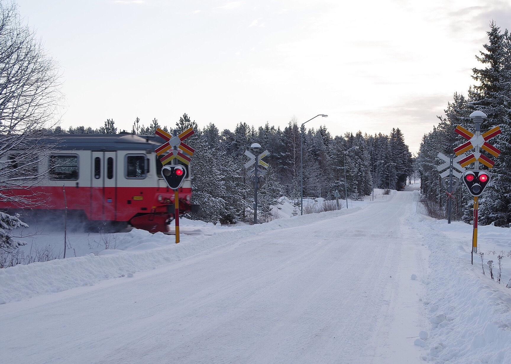 Railcar on it's way by lundhanders