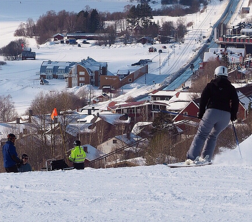 Downhill skiing in Åre, Sweden. by lundhanders