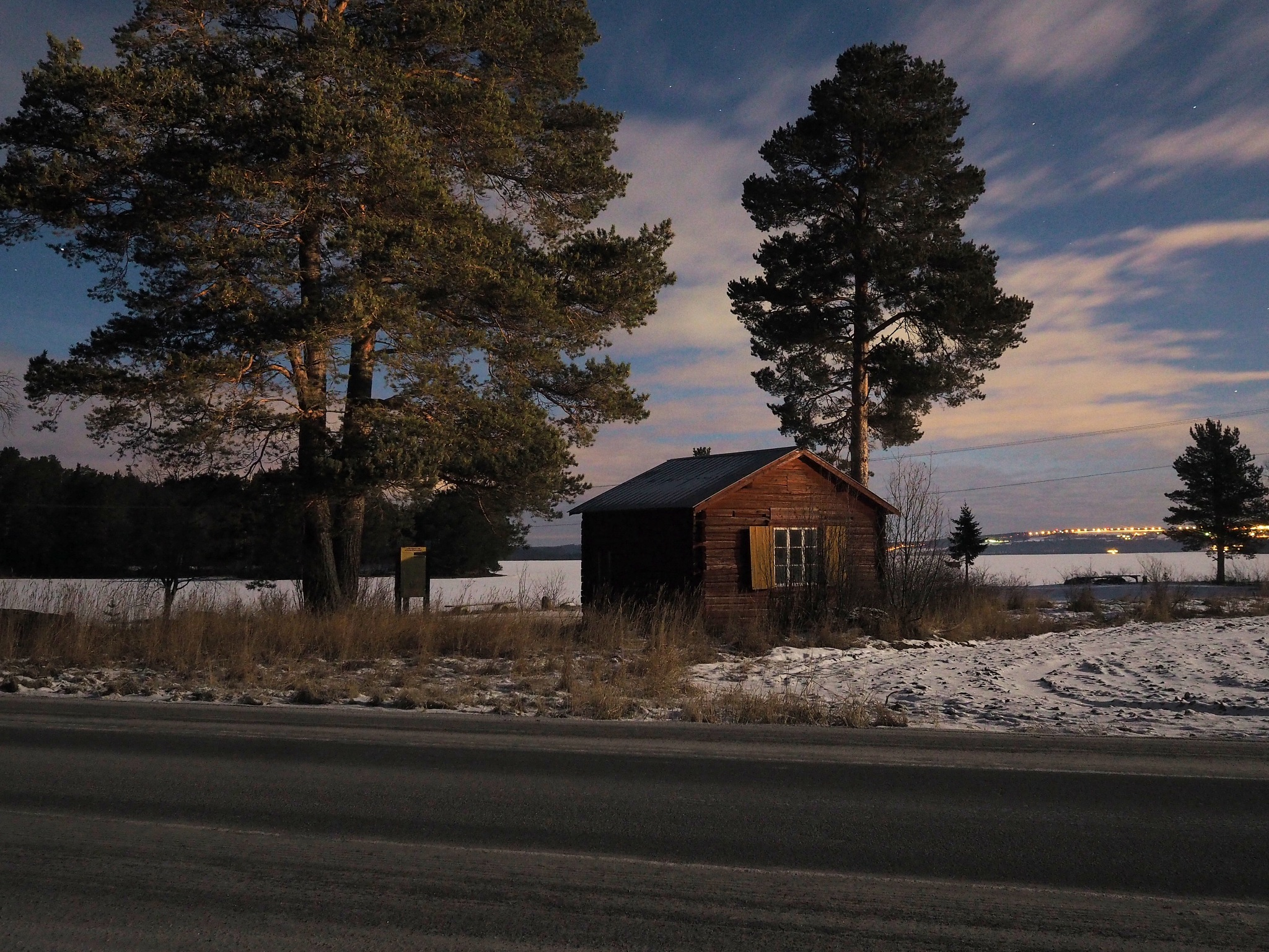 A cold winter evening by lundhanders