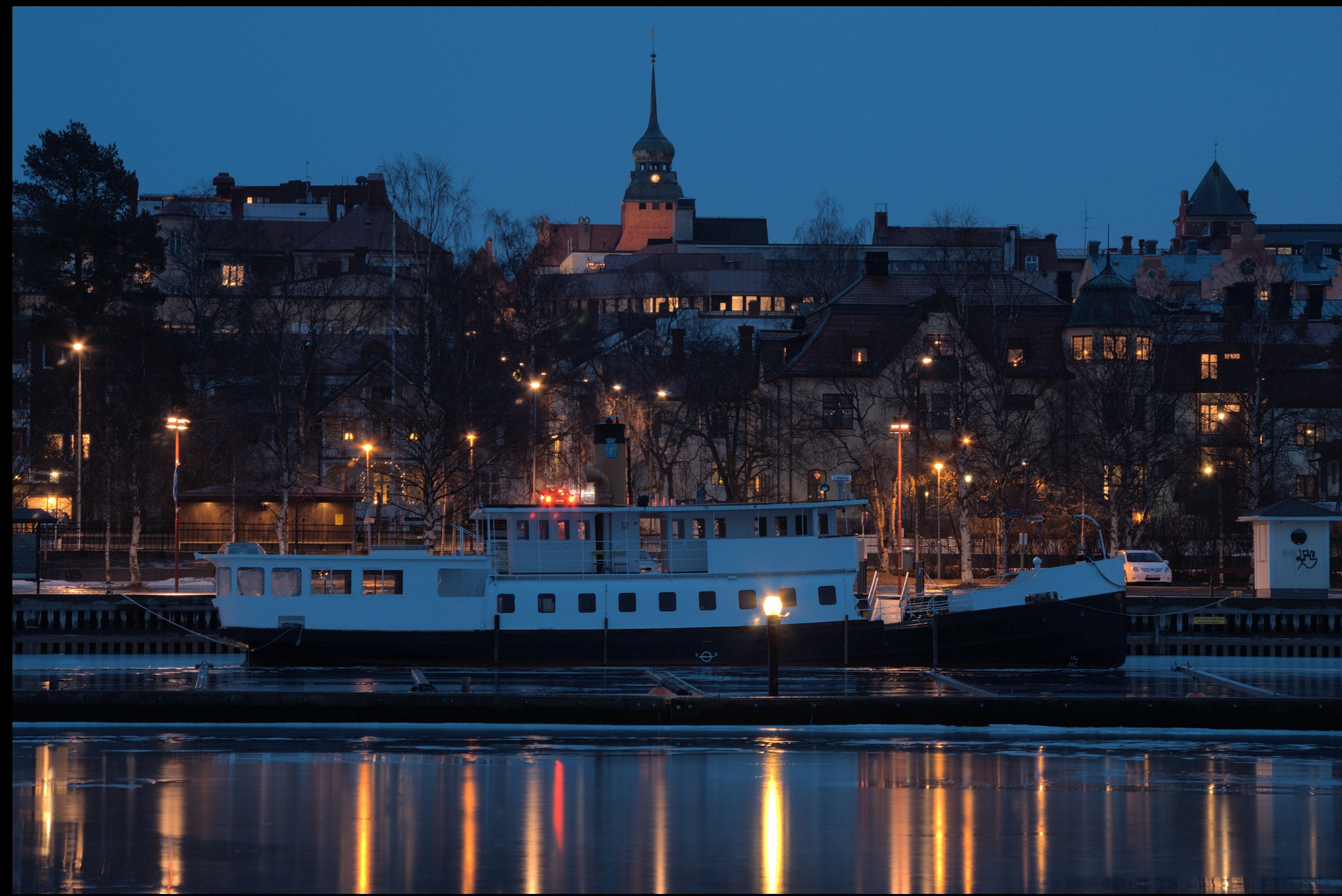 The steam boat and the town hall by lundhanders