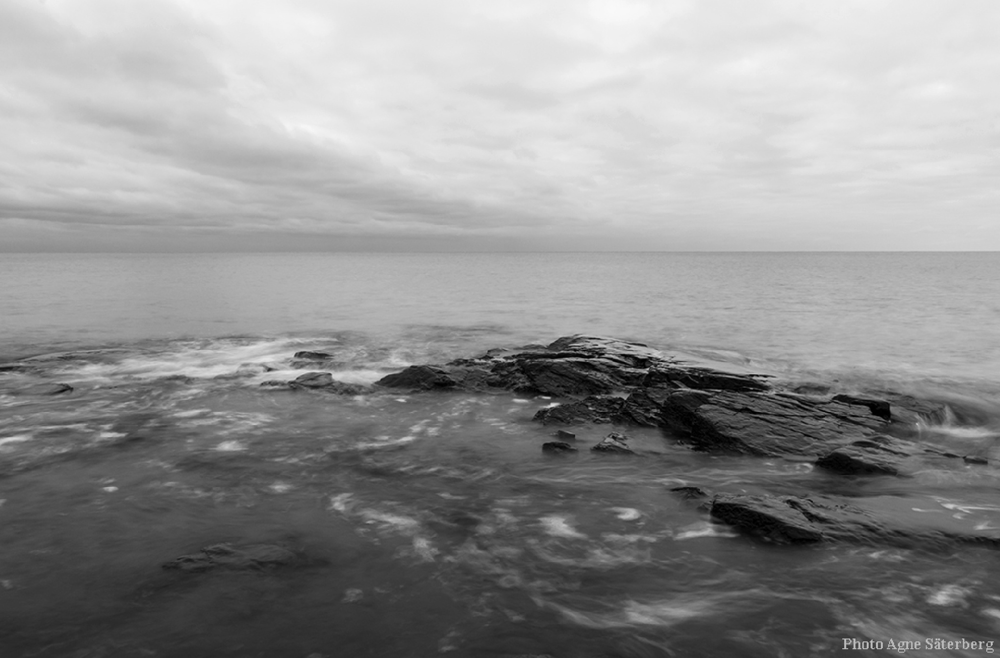 The sea in black and white! by Agne Säterberg