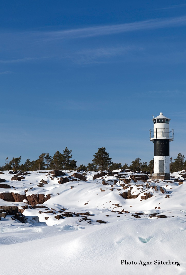 The lighthouse at the frozen sea by Agne Säterberg