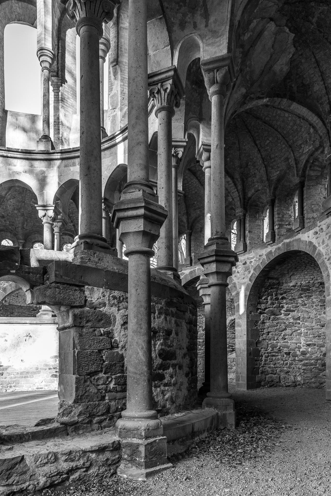 Photo in Black and White #heisterbach #chorruine #klosterruine heisterbach #königswinter #schwarzweiß #black and white #bw #sw #b&w #ruine #album (monochrome)