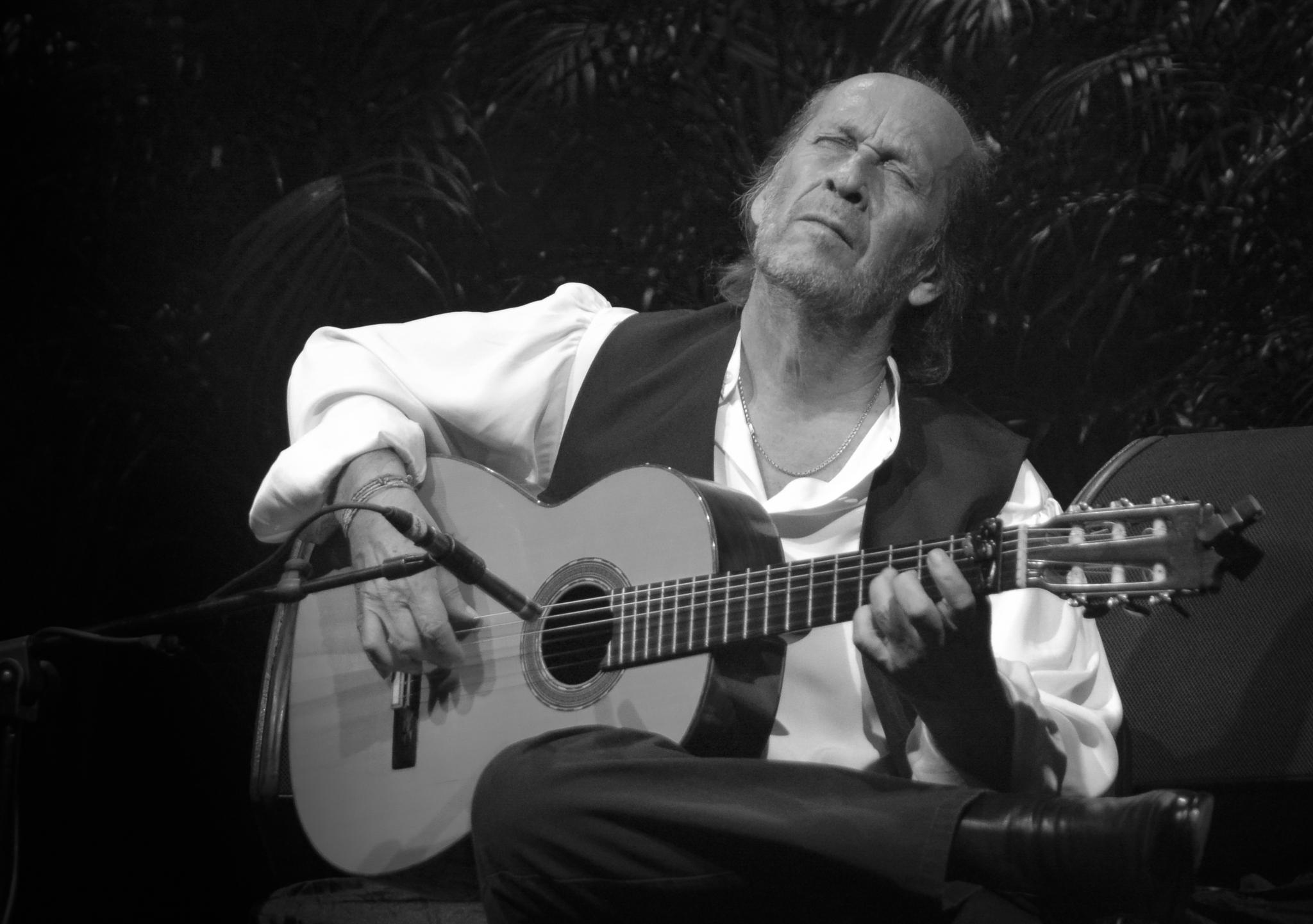 Paco de Lucía by Juan Carlos Garza Pérez
