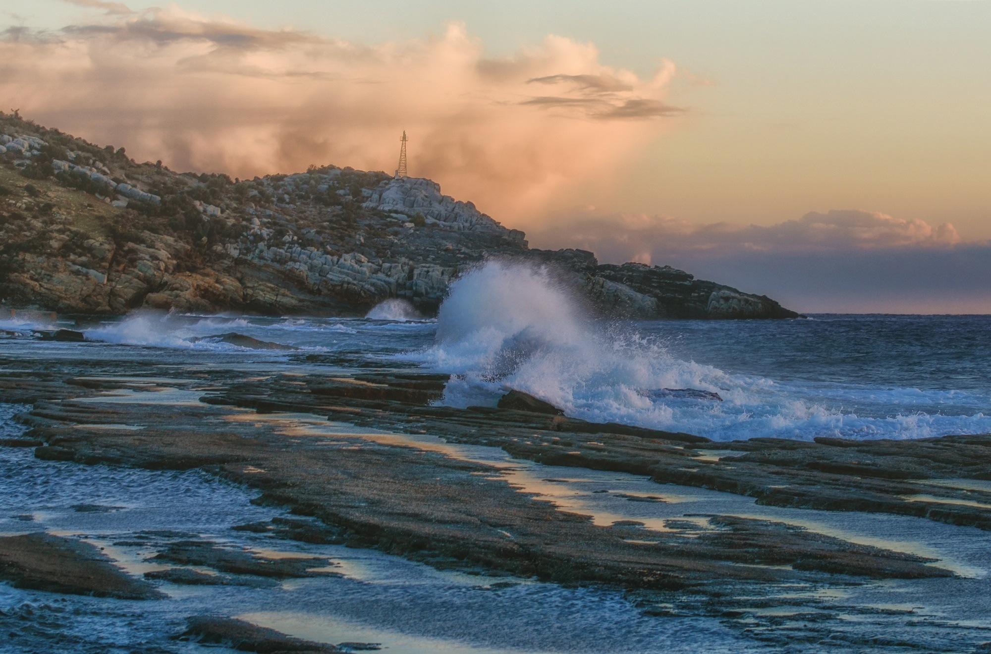 Wave by Filiz Bariskan