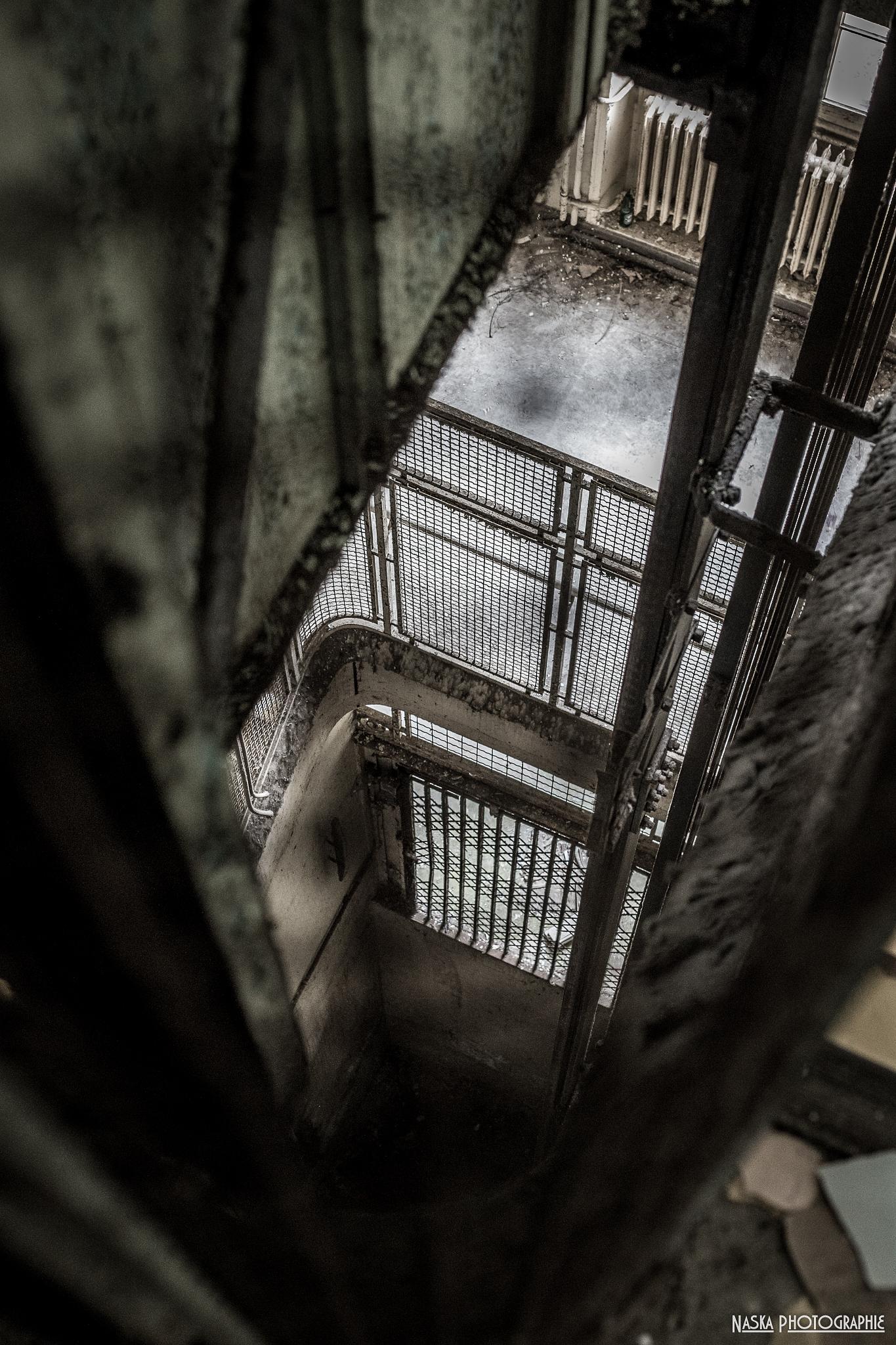 The elevator by Naska photographie