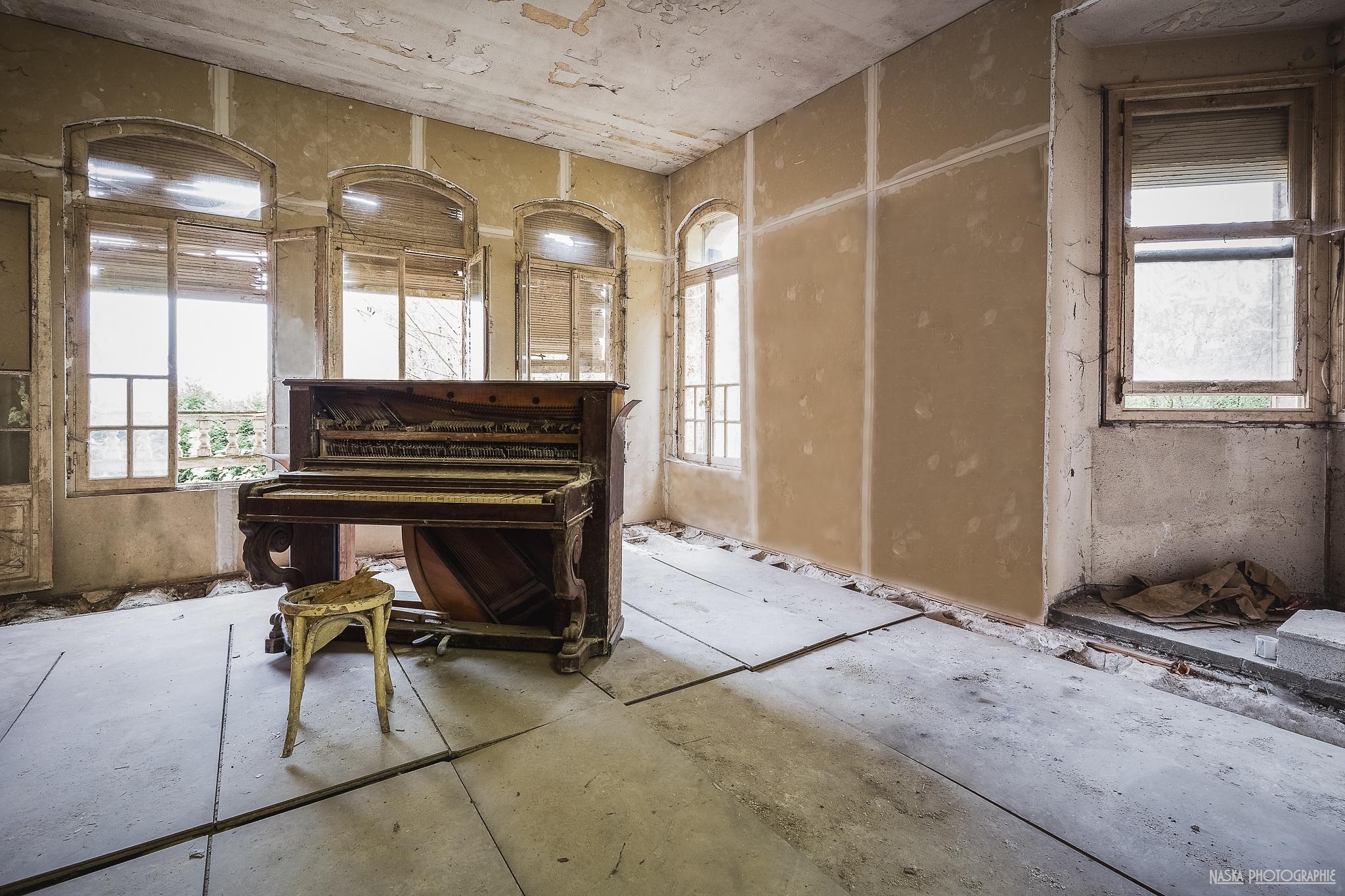 4 mots sur un piano by Naska photographie