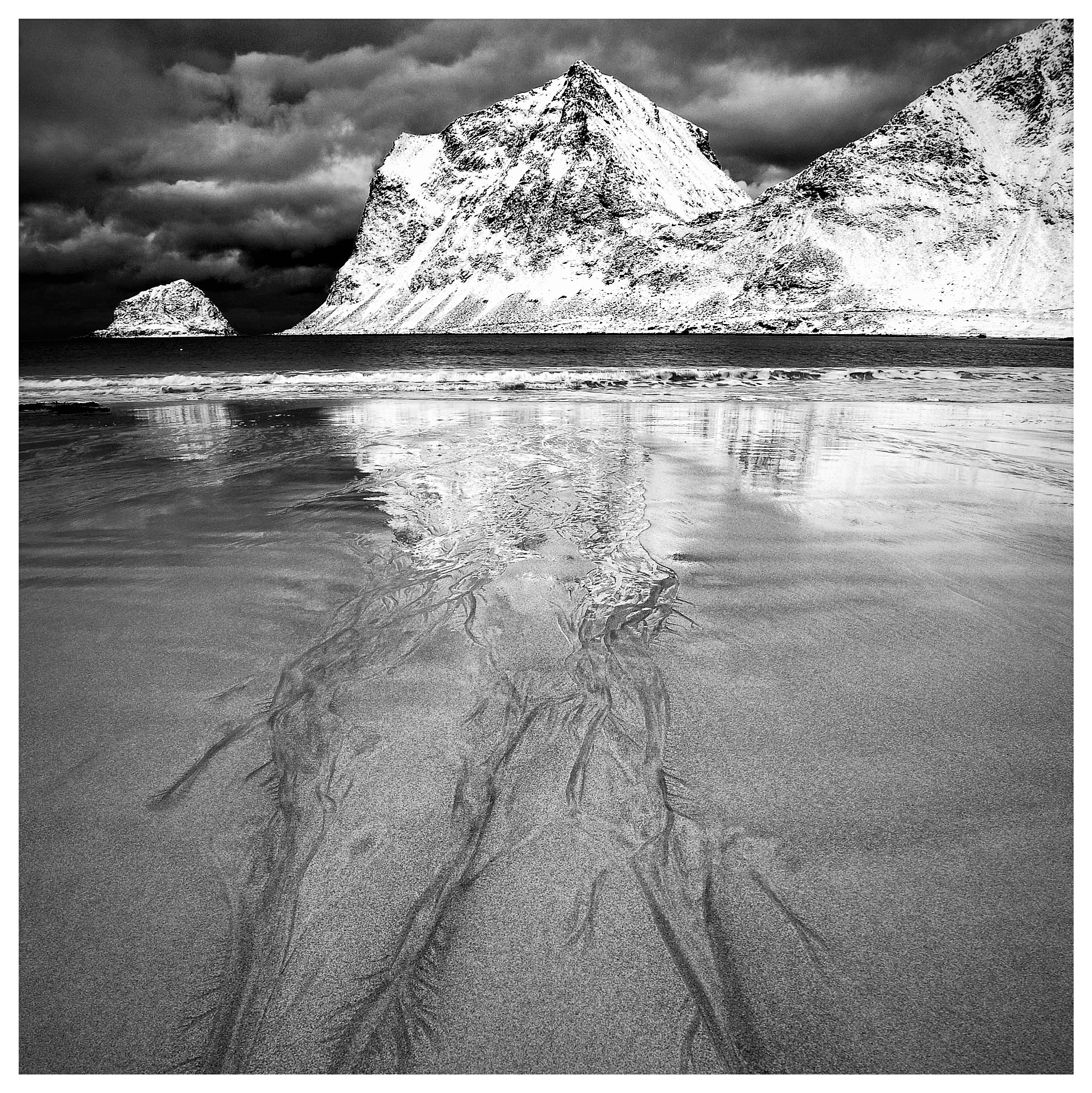 Contrast on the beach. Wiik, Lofoten by catoh2