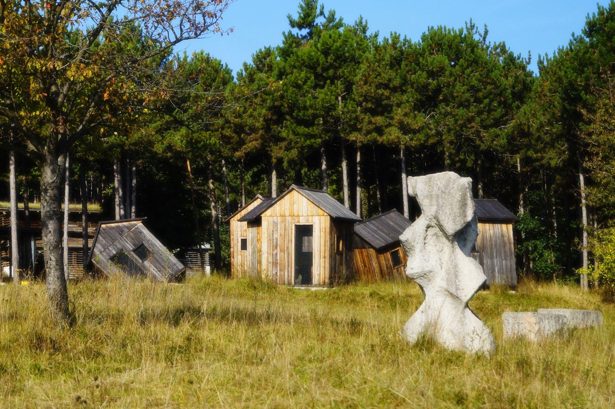 Die Hütte im Wald by alexrasser