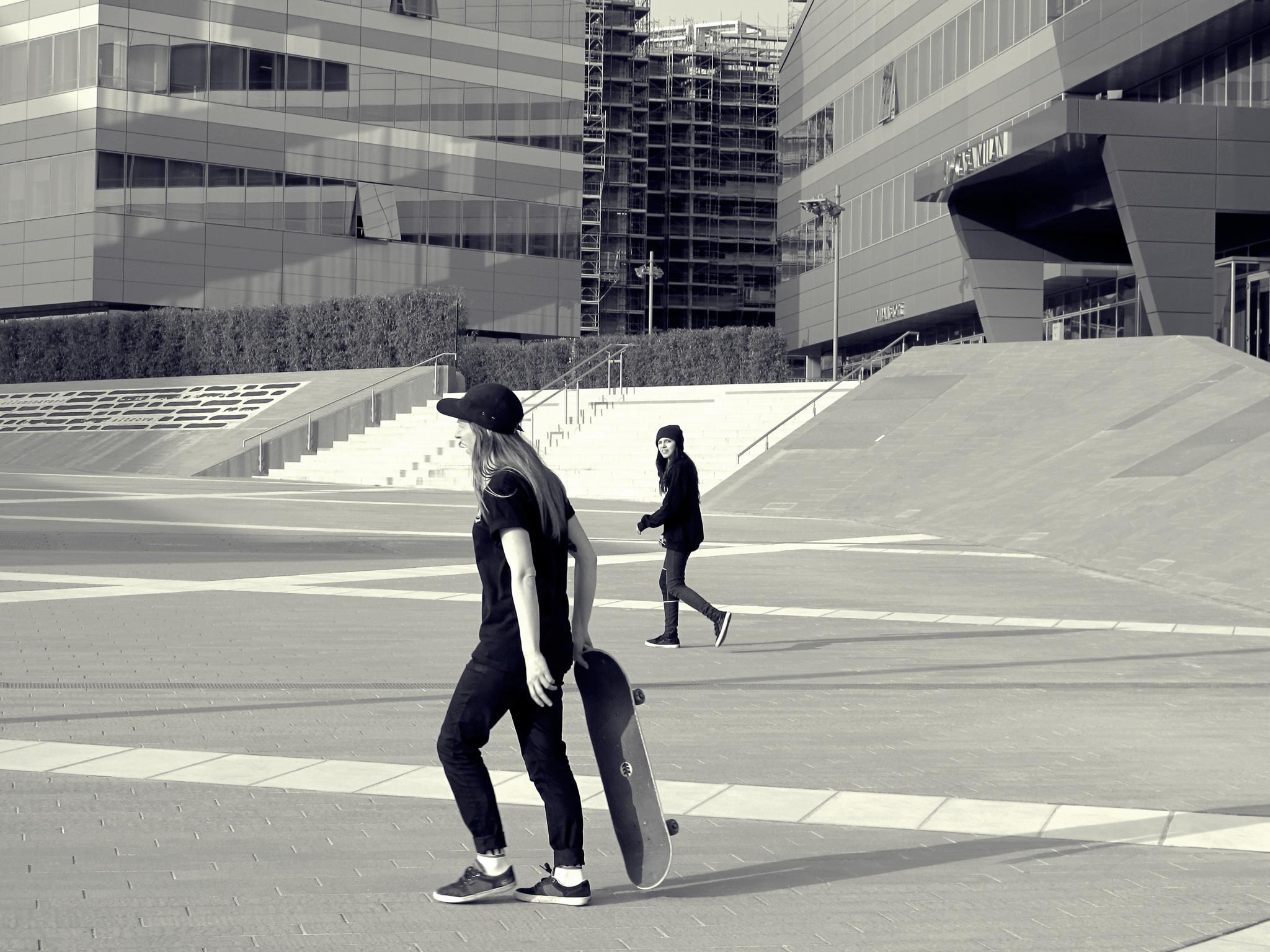 Girls Skater In Milano by marco.trabucchi