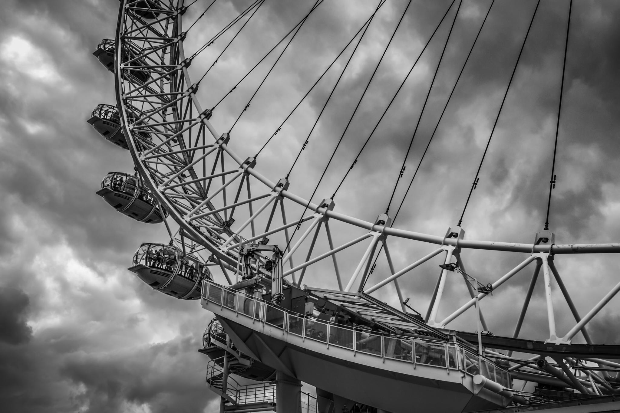 Black London Eye by Daniel Boavida