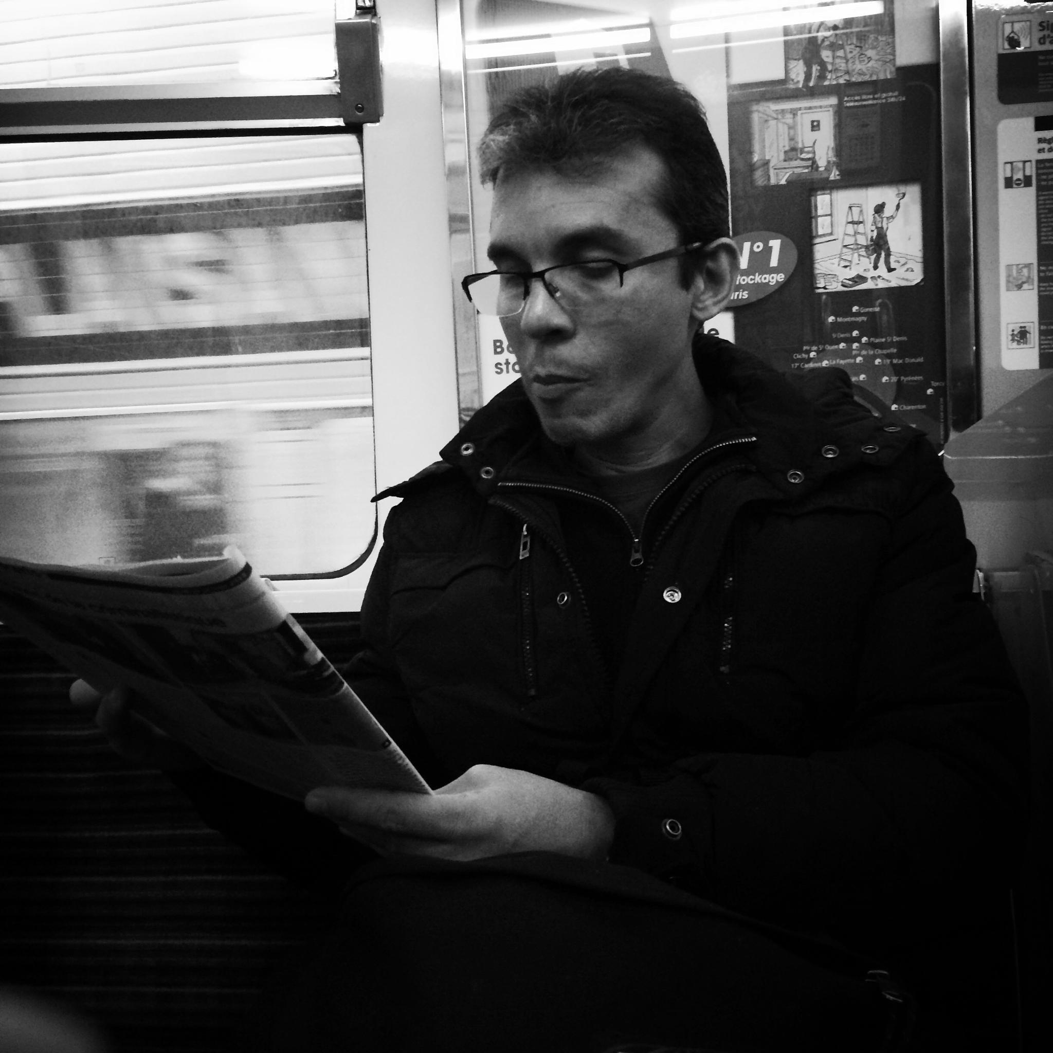 Reading on the metro by parisfind