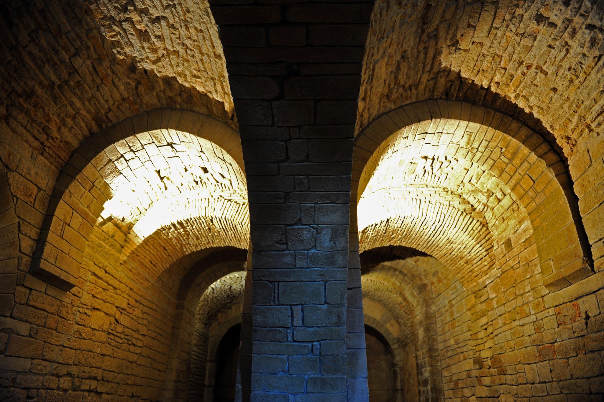 San Juan de la Peña (Huesca). Detall de l'interior by bescosx