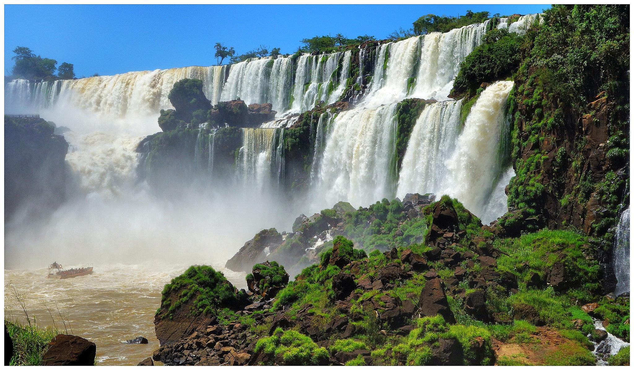 Panoràmica lateral d'Iguazú. Misiones. Argentina by bescosx
