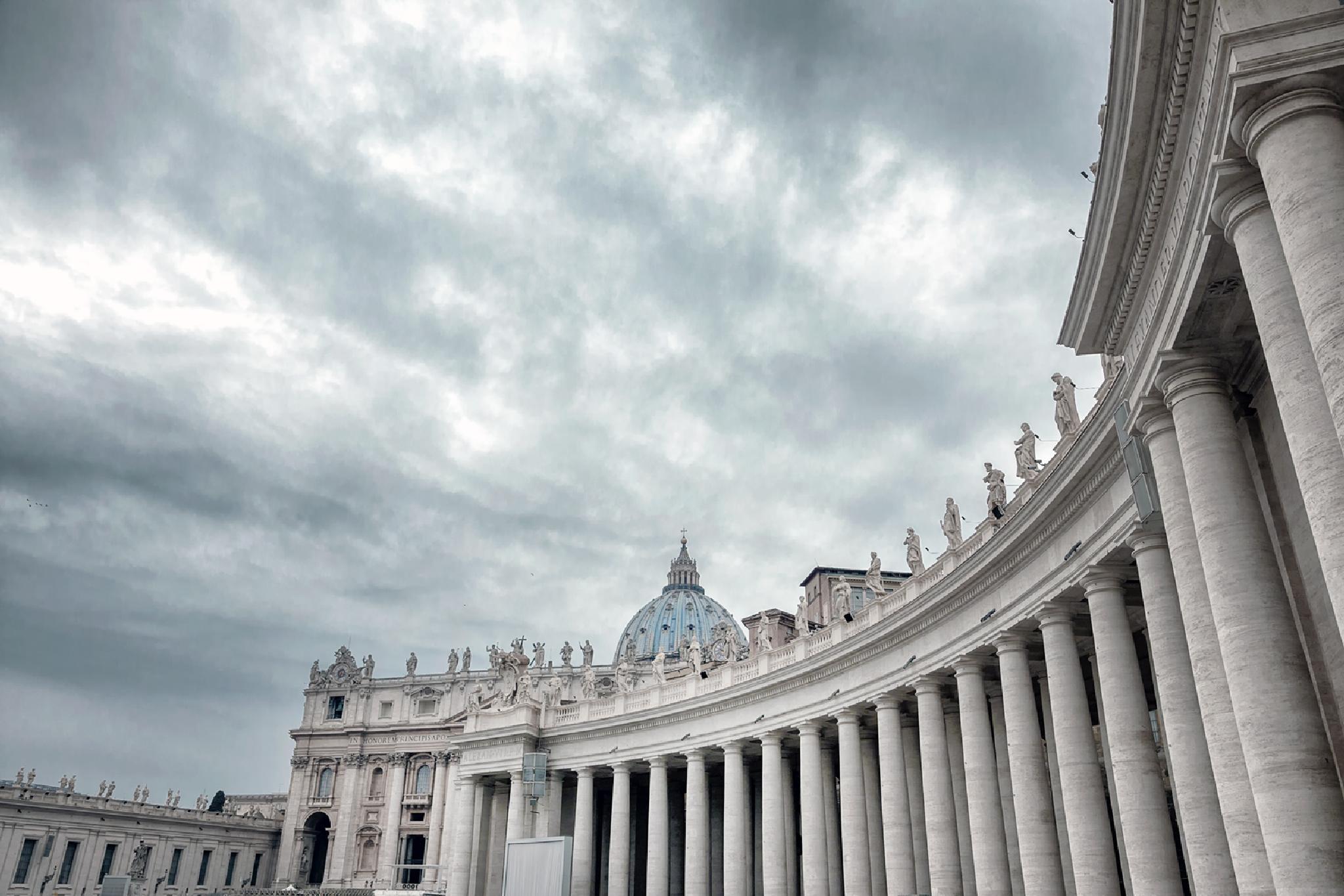 Vatican - St. Peter's Square colonnades (Vatikan) by Ozan Tüzün