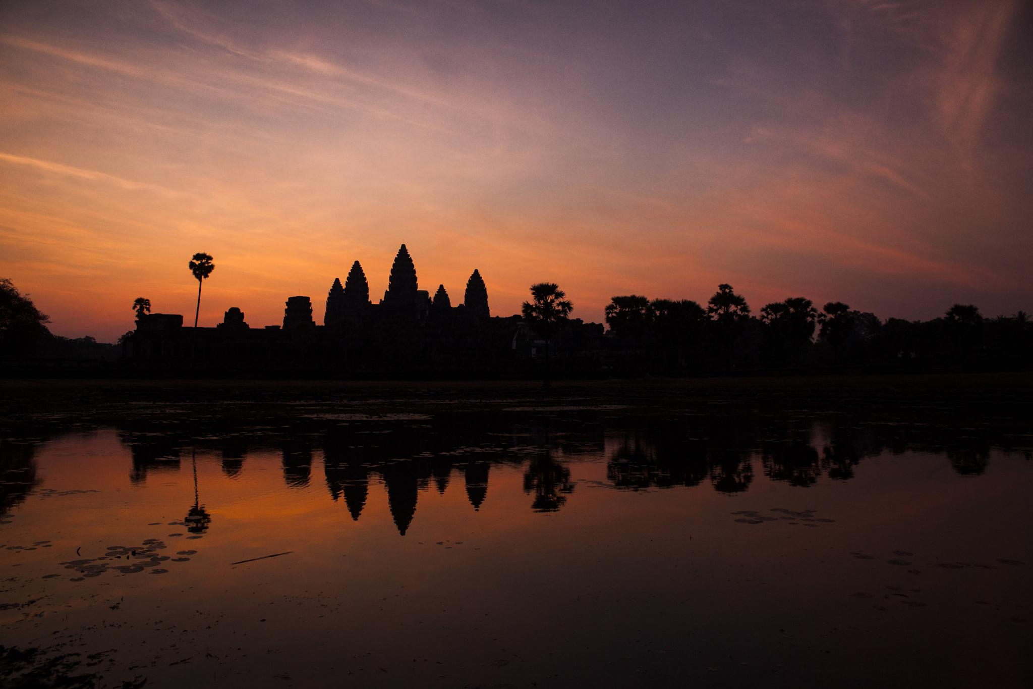 Angkor Wat at sunrise by photorob