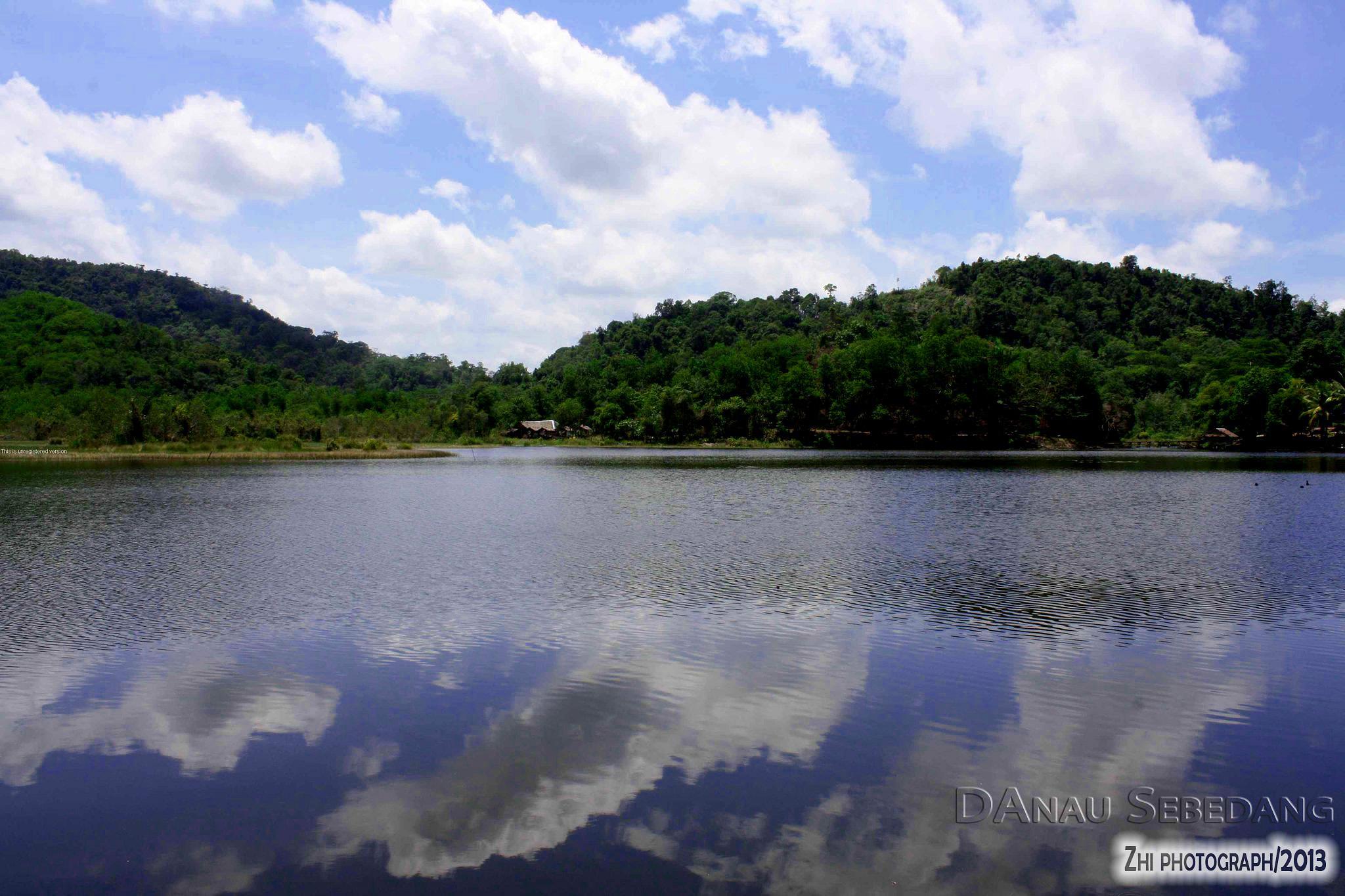 Danau Sebedang by Muyazi Muzanni