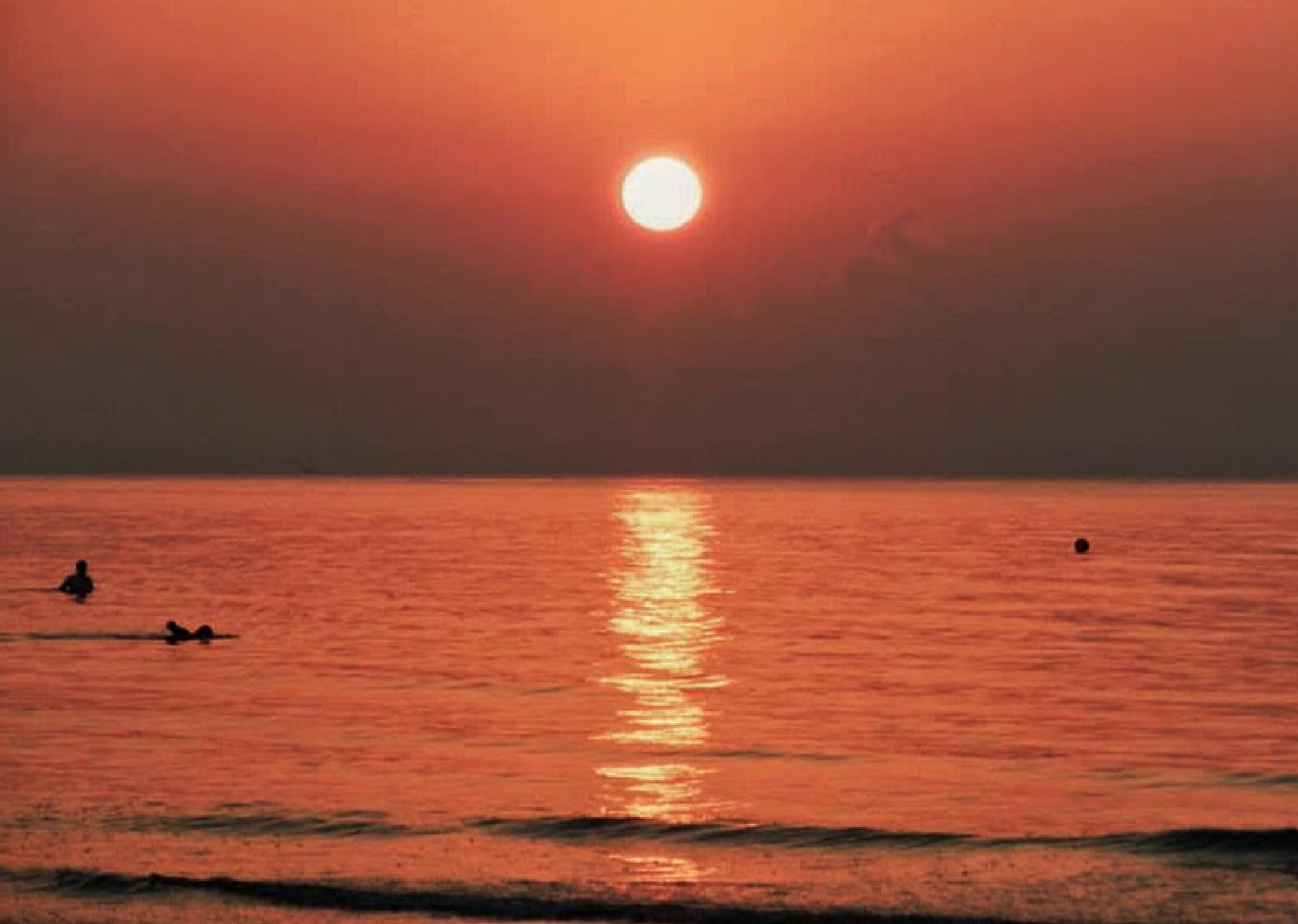 Sunrise by HelenD
