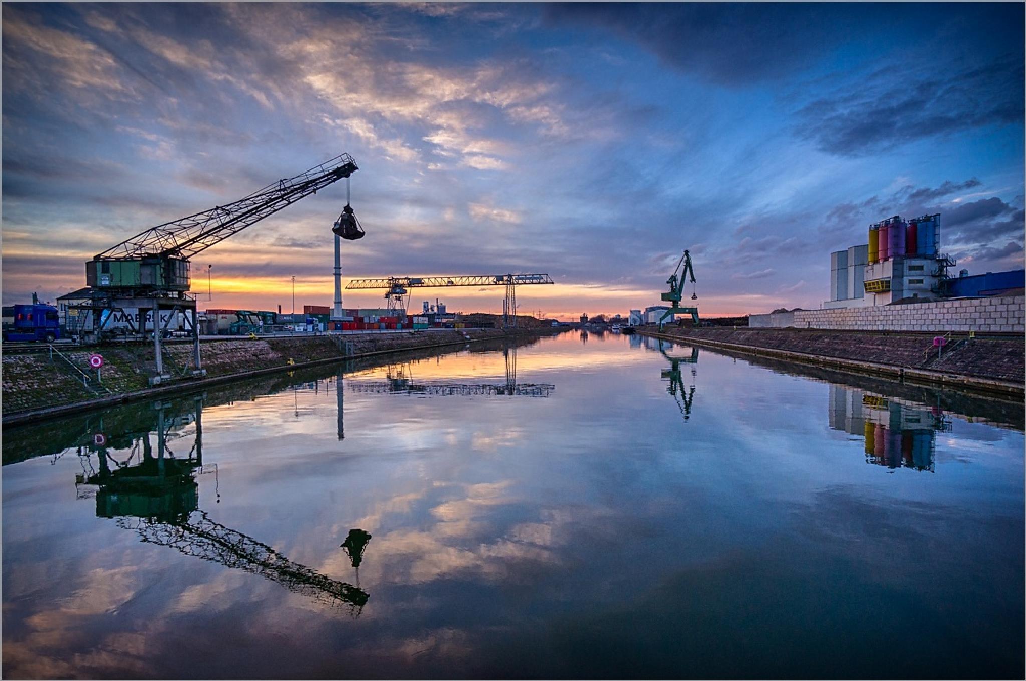 Docks by RolandUnger