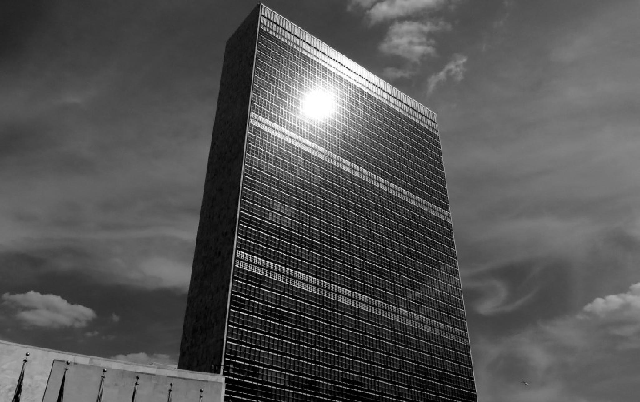 2014-07-18 0965 UN Building, New York City    by jezevec40