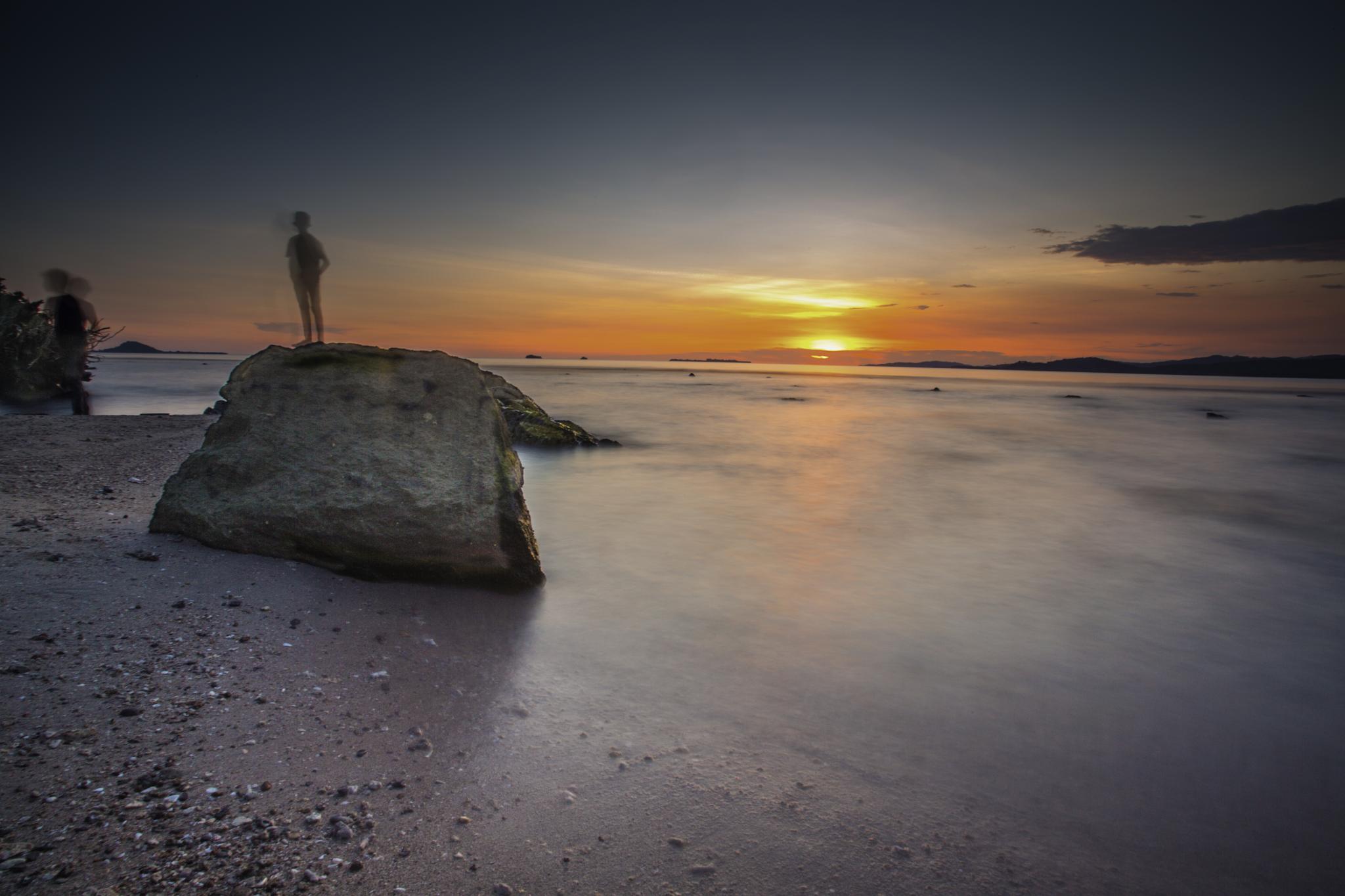 Senja di Pantai Carocok by Syafri Gamal