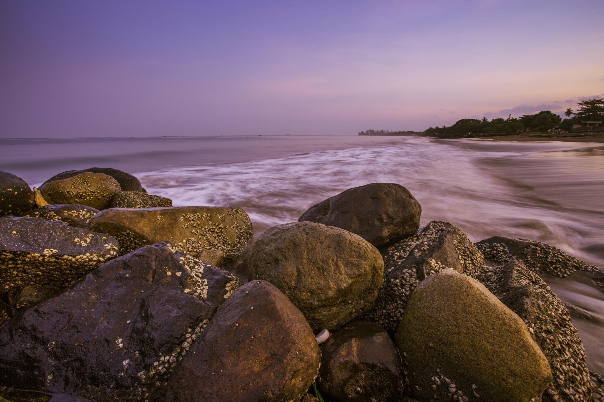 Batu pemecah by Syafri Gamal