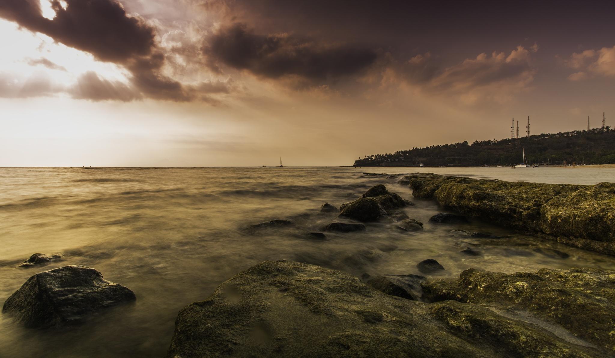 karang pantai sengigi by Syafri Gamal