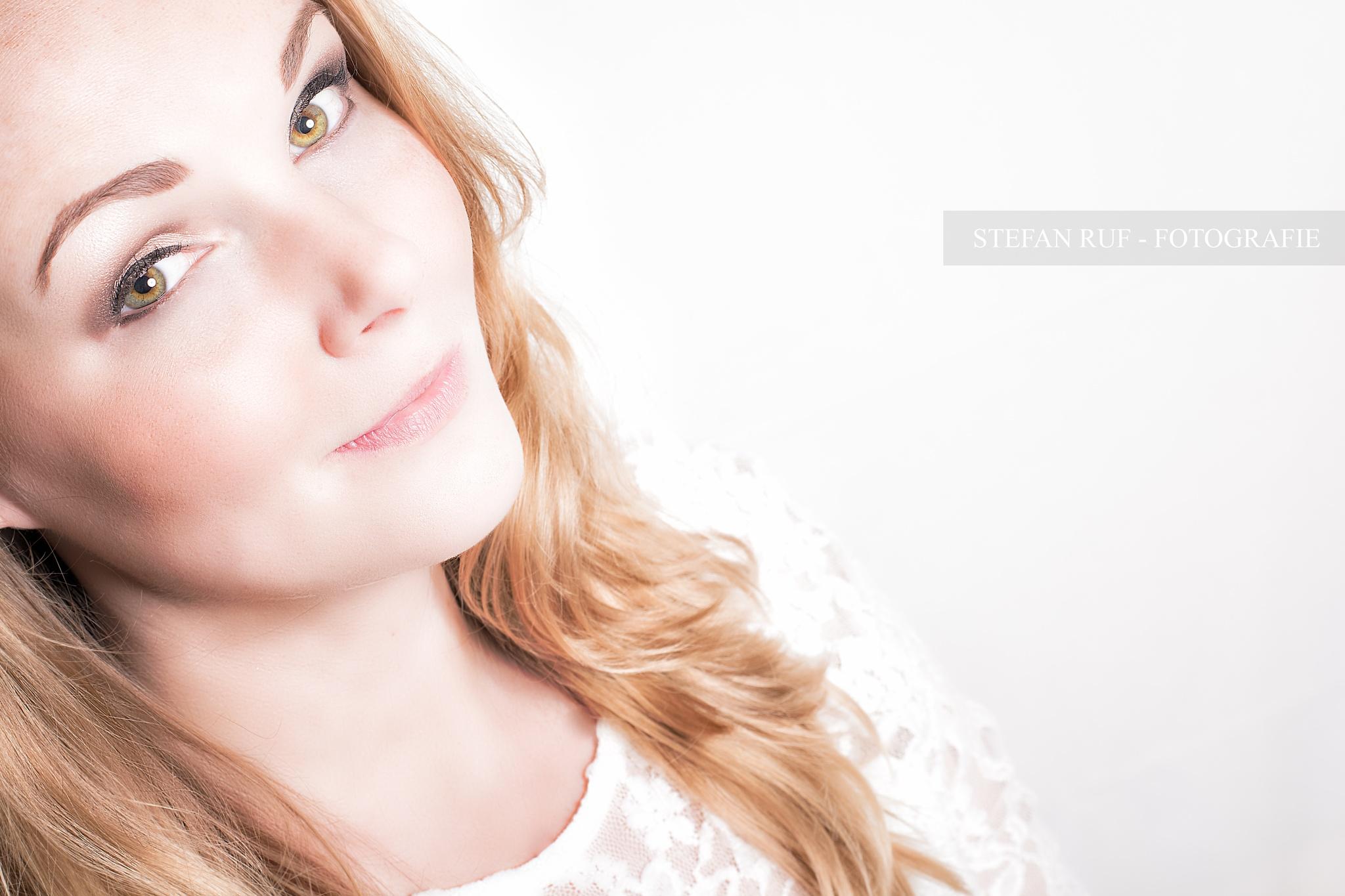 Photo in Portrait #sceptic #skeptisch #augen #exes #ey #auge #blick #view #portrait #woman #frau #indoor #studio #highkey
