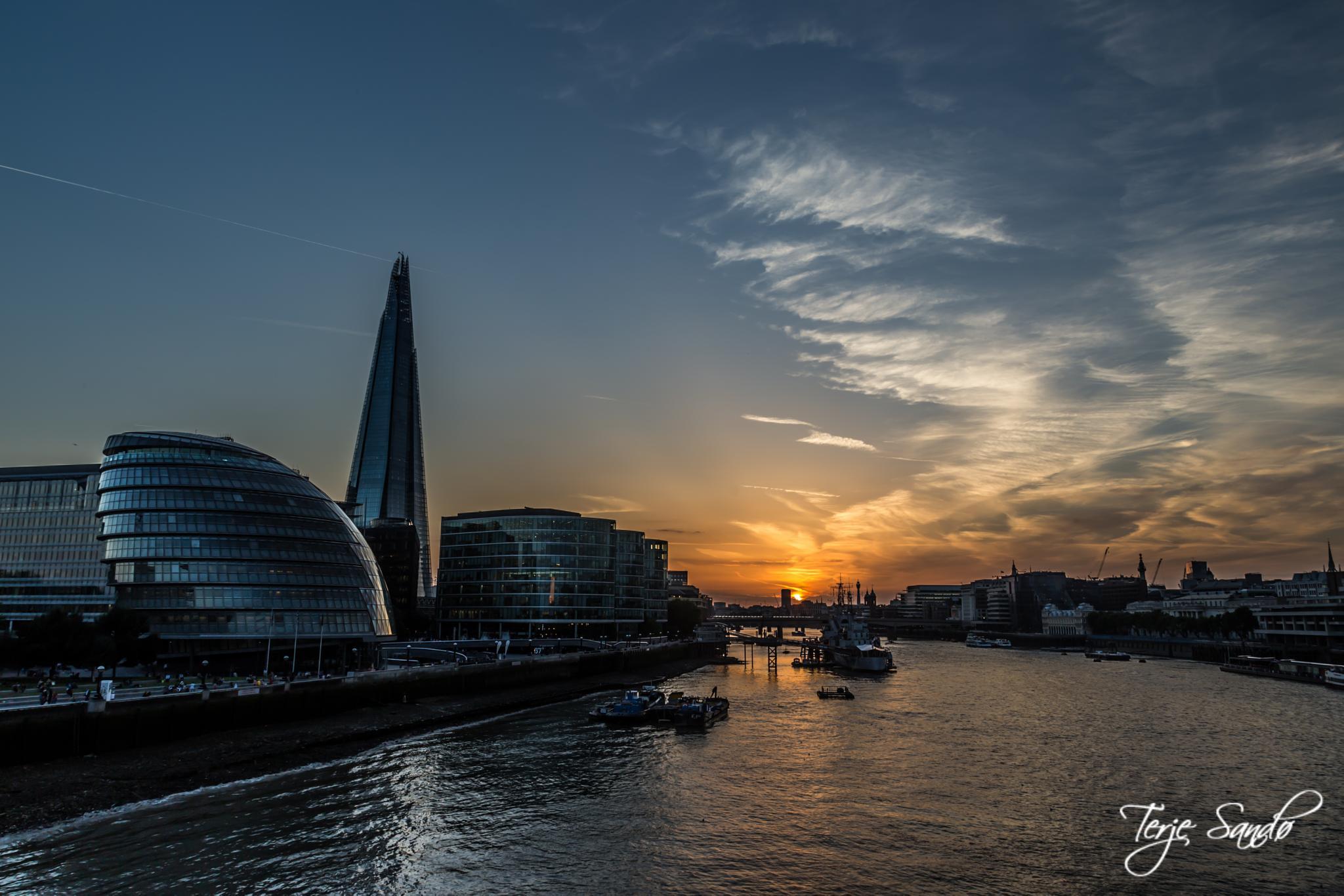 London Sunset by tjsandofoto