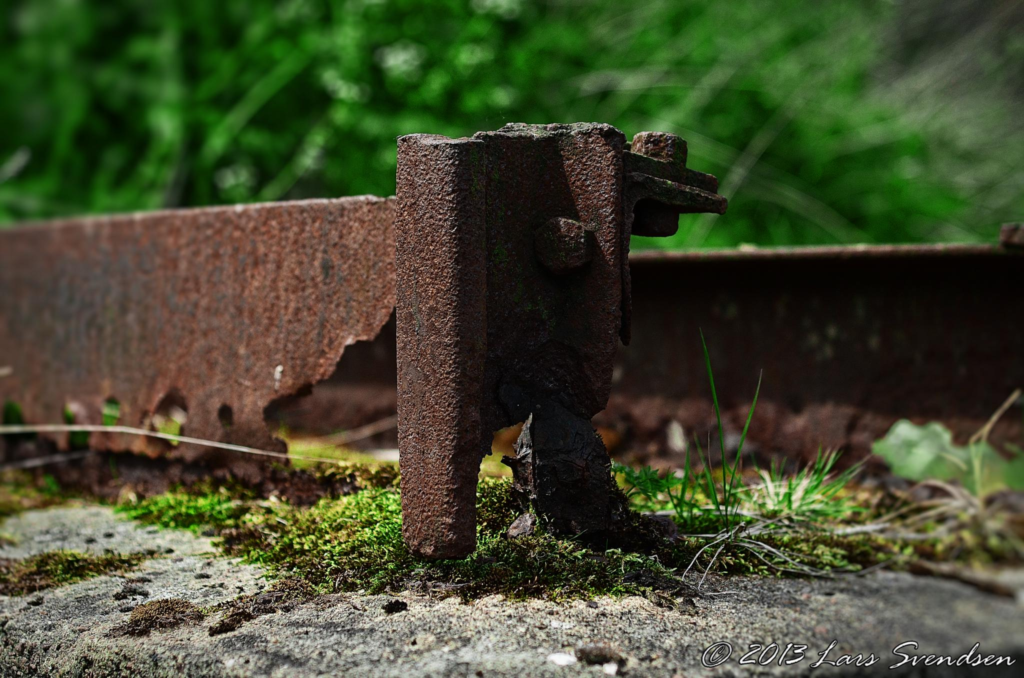 A rusty steel bracket by Lars Svendsen
