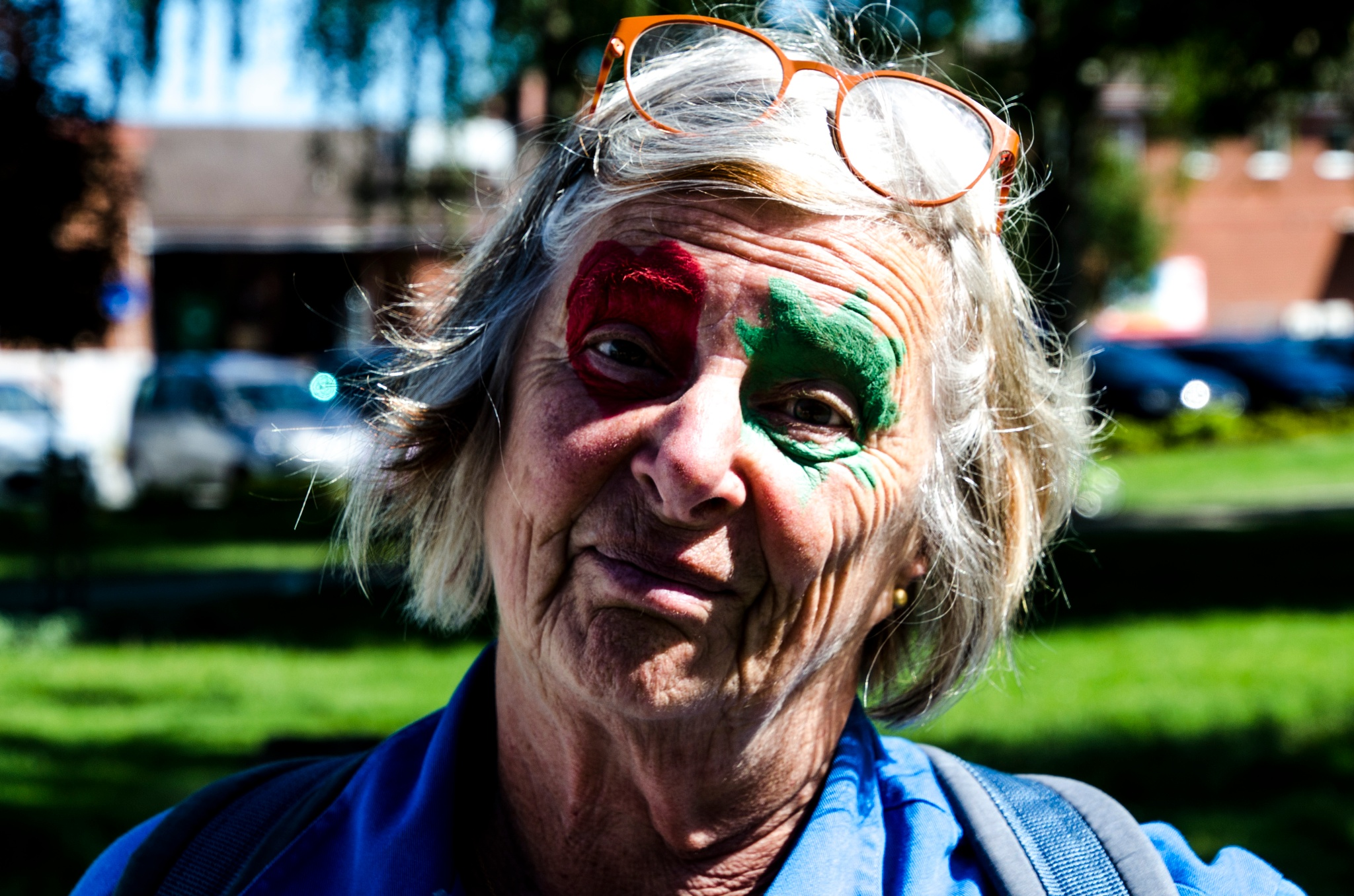 Even old ladies dare to face painting by Johnny Lythell